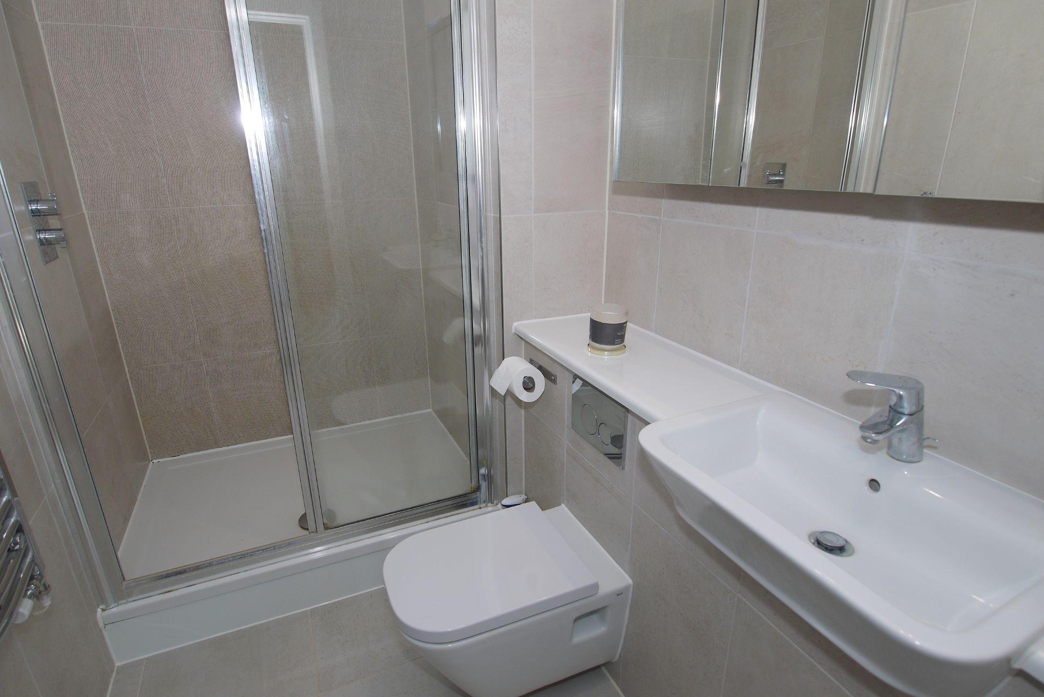 2 bedroom apartment For Sale in Sevenoaks - Photograph 8