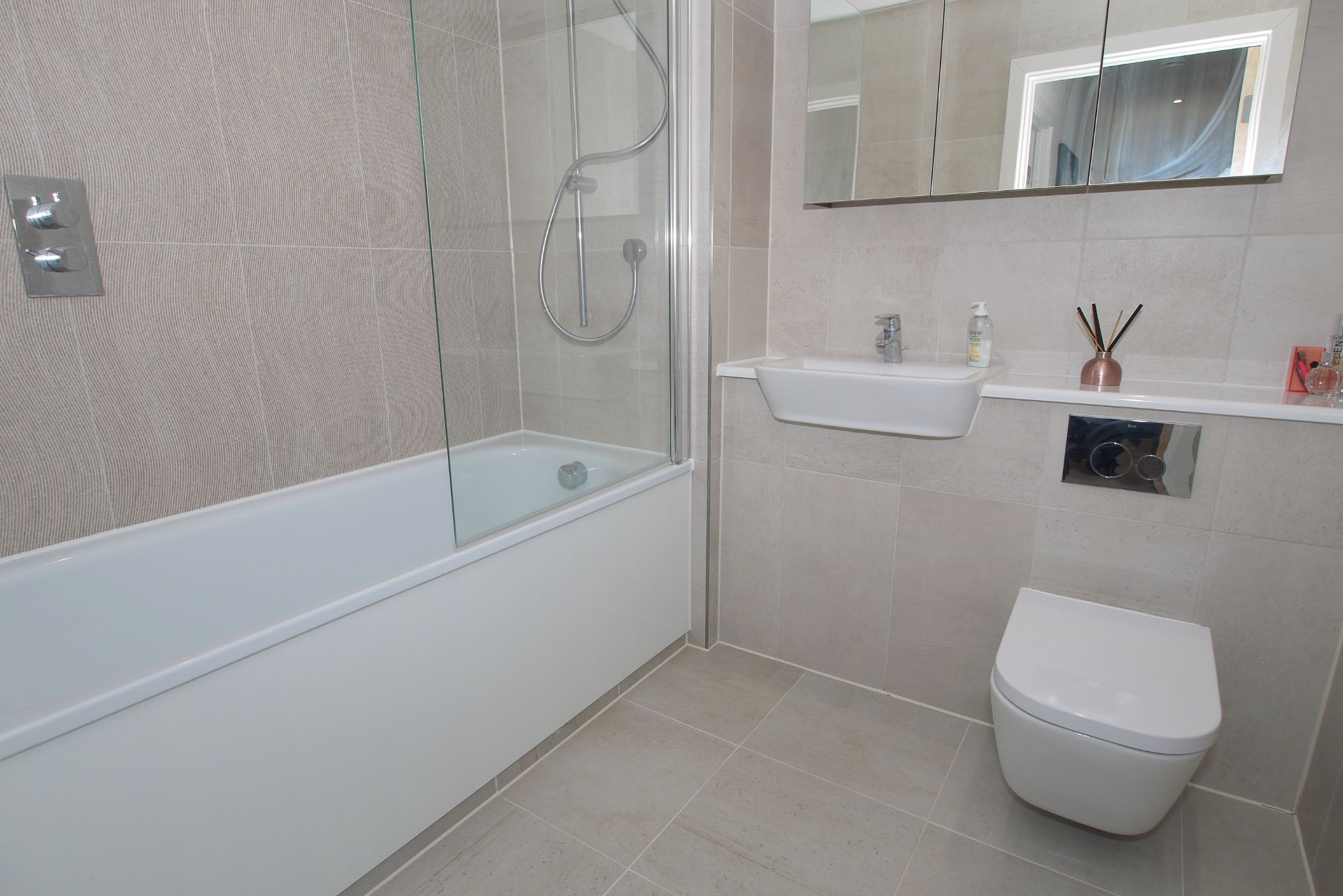 2 bedroom apartment For Sale in Sevenoaks - Photograph 5