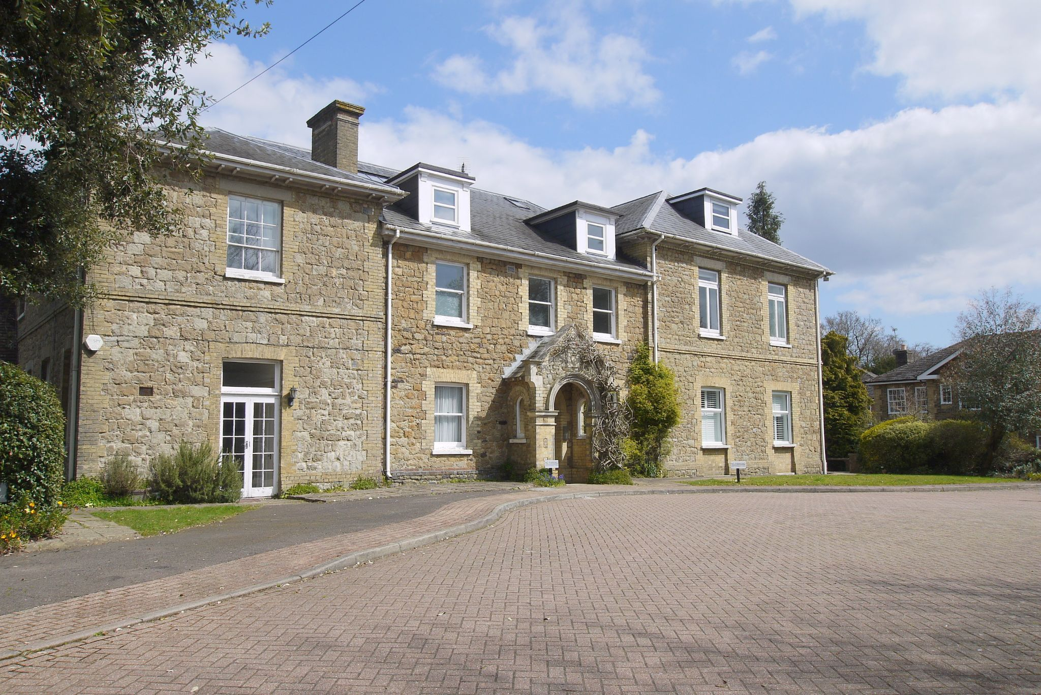 3 bedroom apartment For Sale in Sevenoaks - Photograph 1