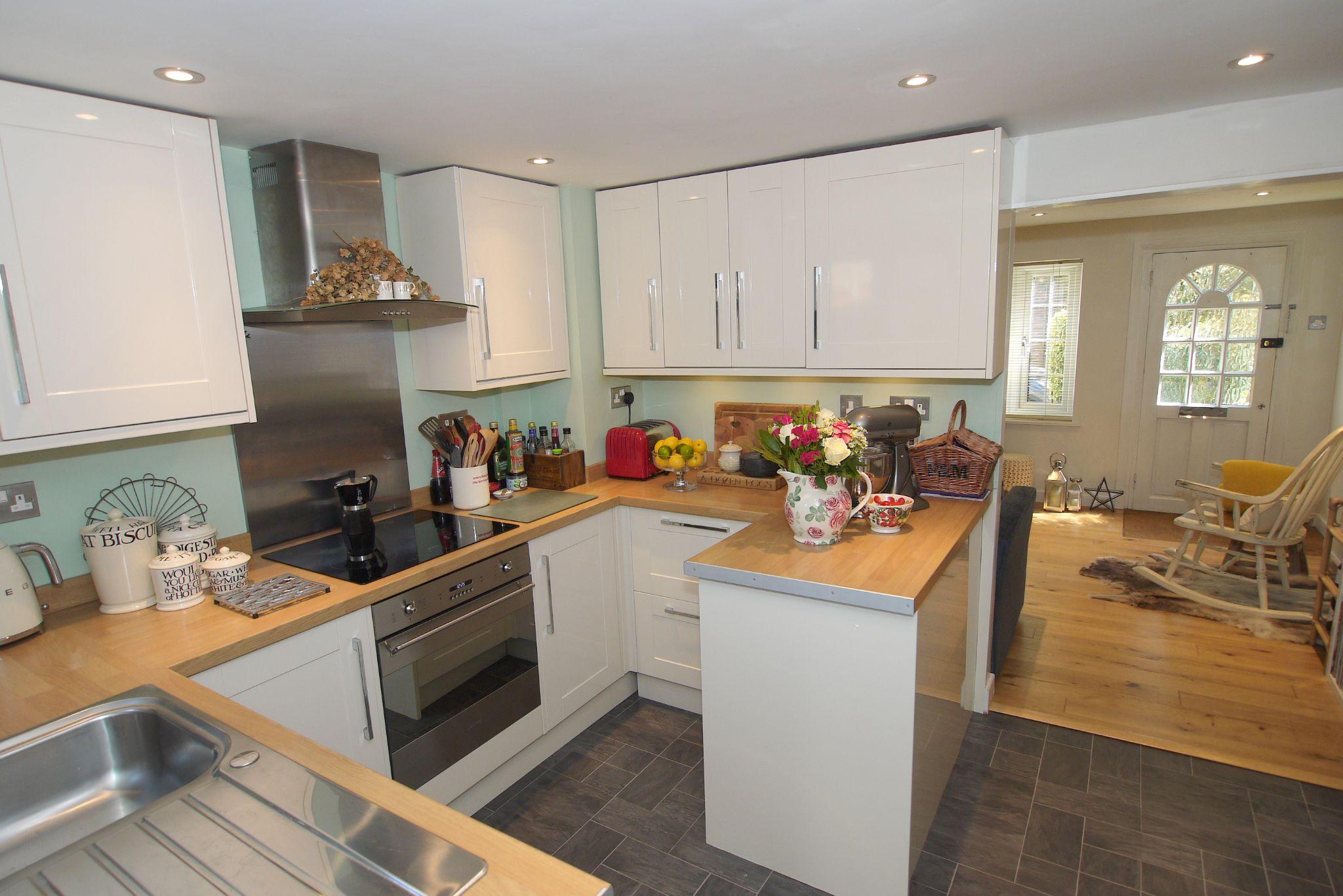 1 bedroom mid terraced house Sold in Sevenoaks - Photograph 3