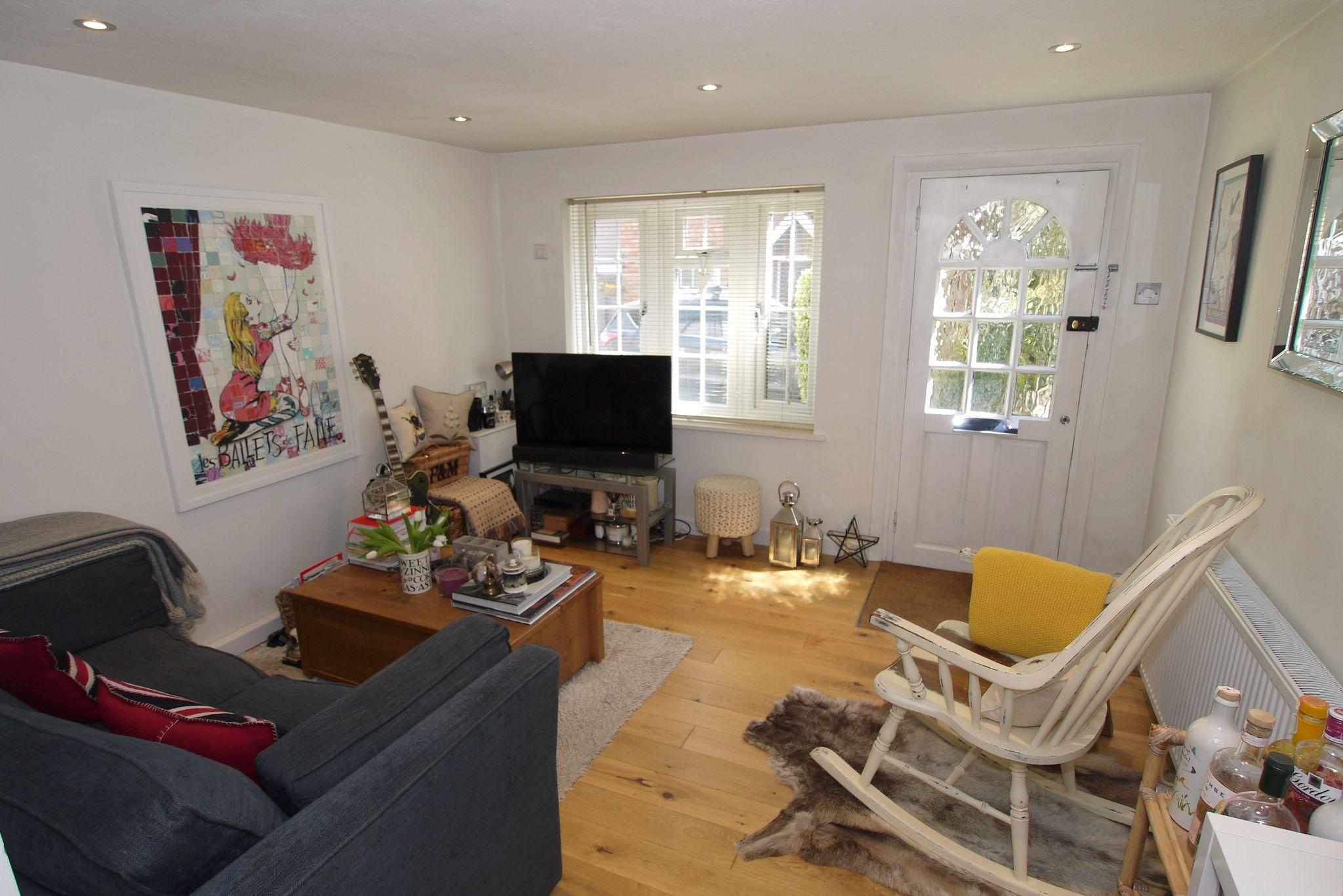 1 bedroom mid terraced house Sold in Sevenoaks - Photograph 2