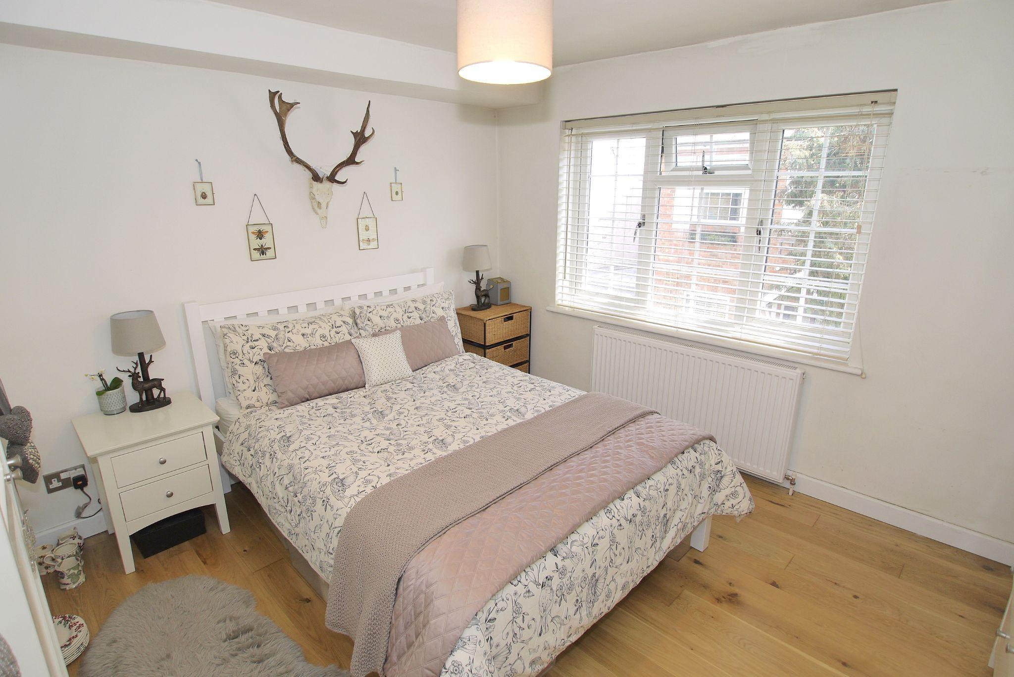 1 bedroom mid terraced house Sold in Sevenoaks - Photograph 6