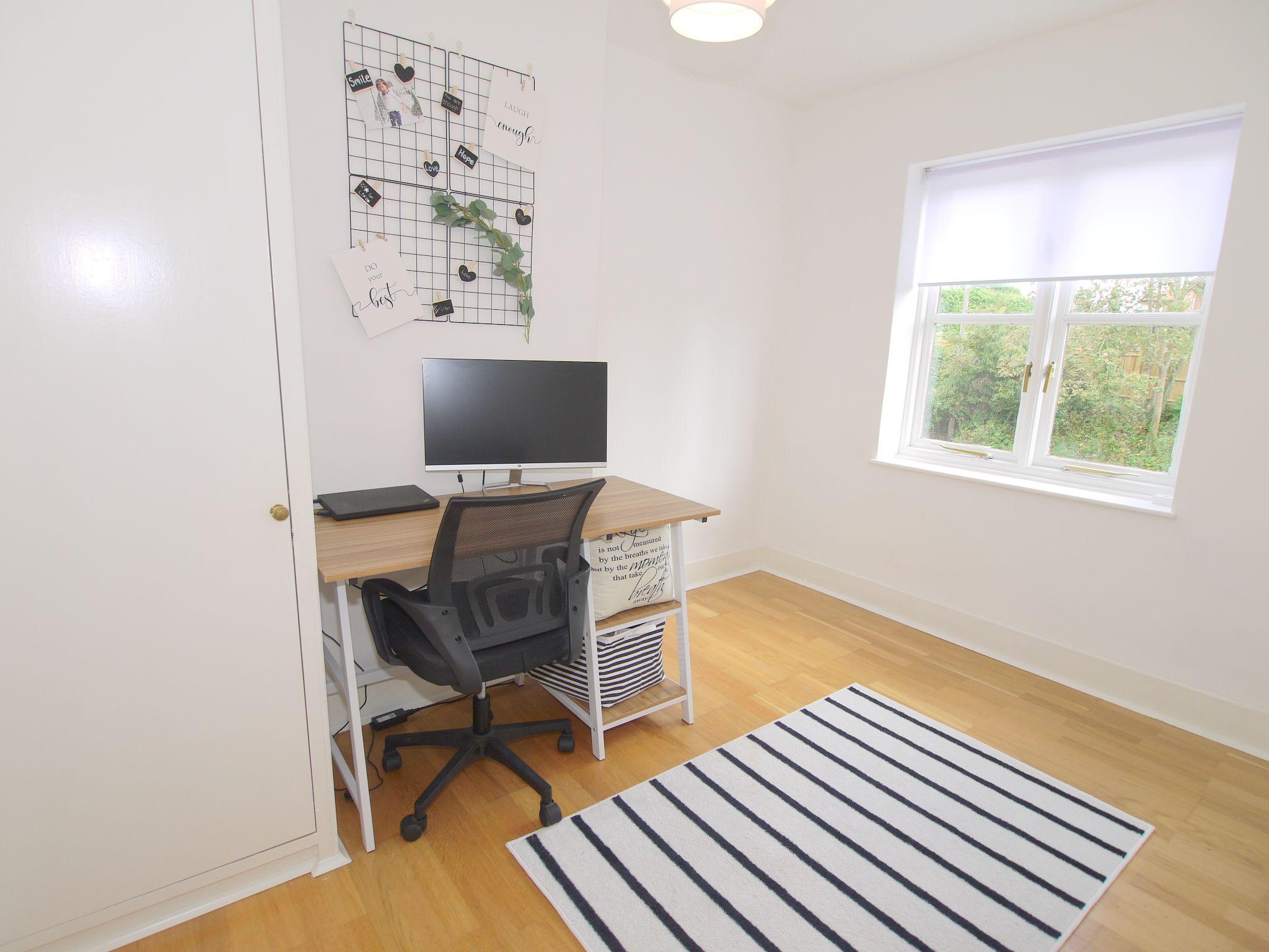 3 bedroom mid terraced house For Sale in Sevenoaks - Photograph 10