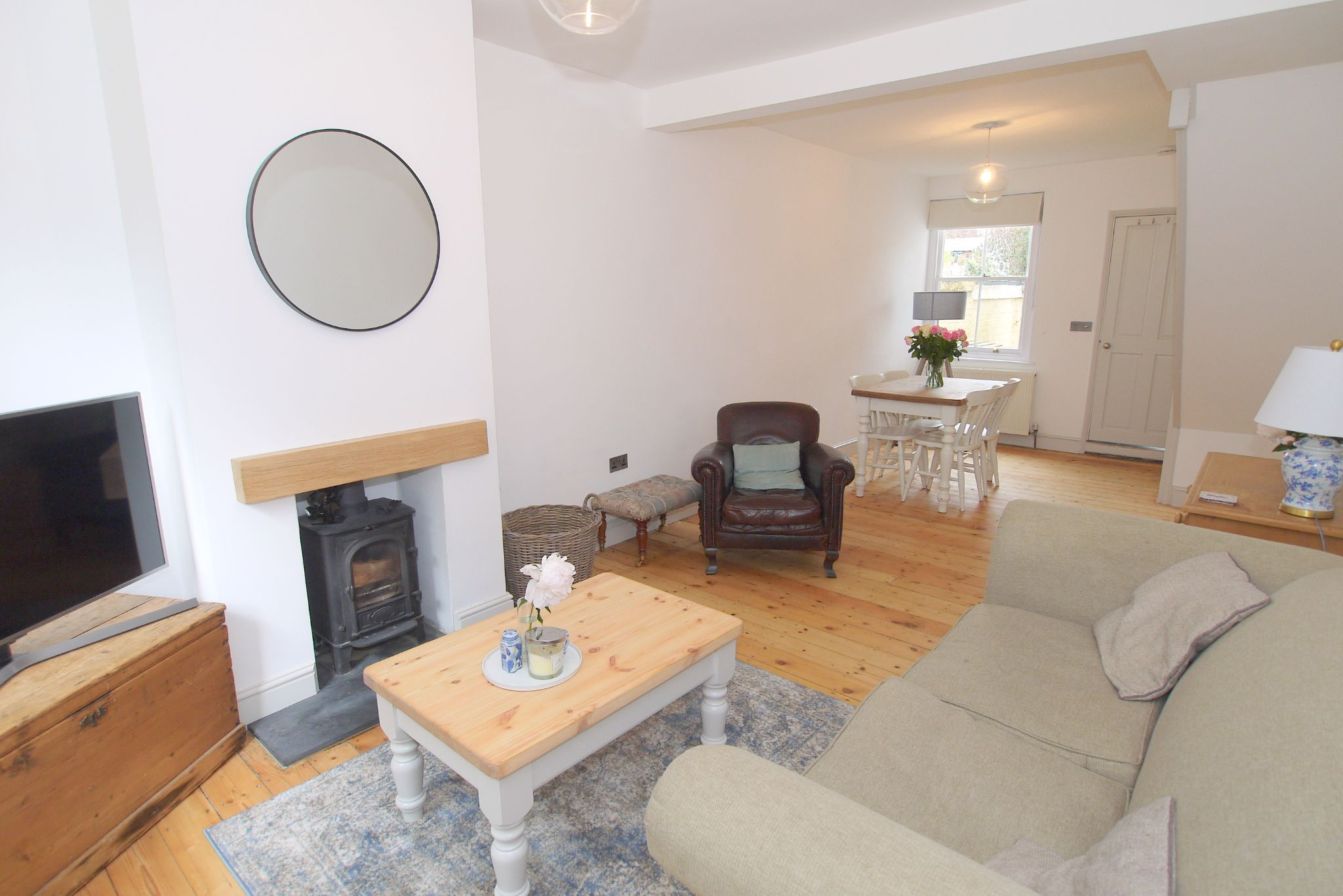 2 bedroom mid terraced house Sale Agreed in Sevenoaks - Photograph 3