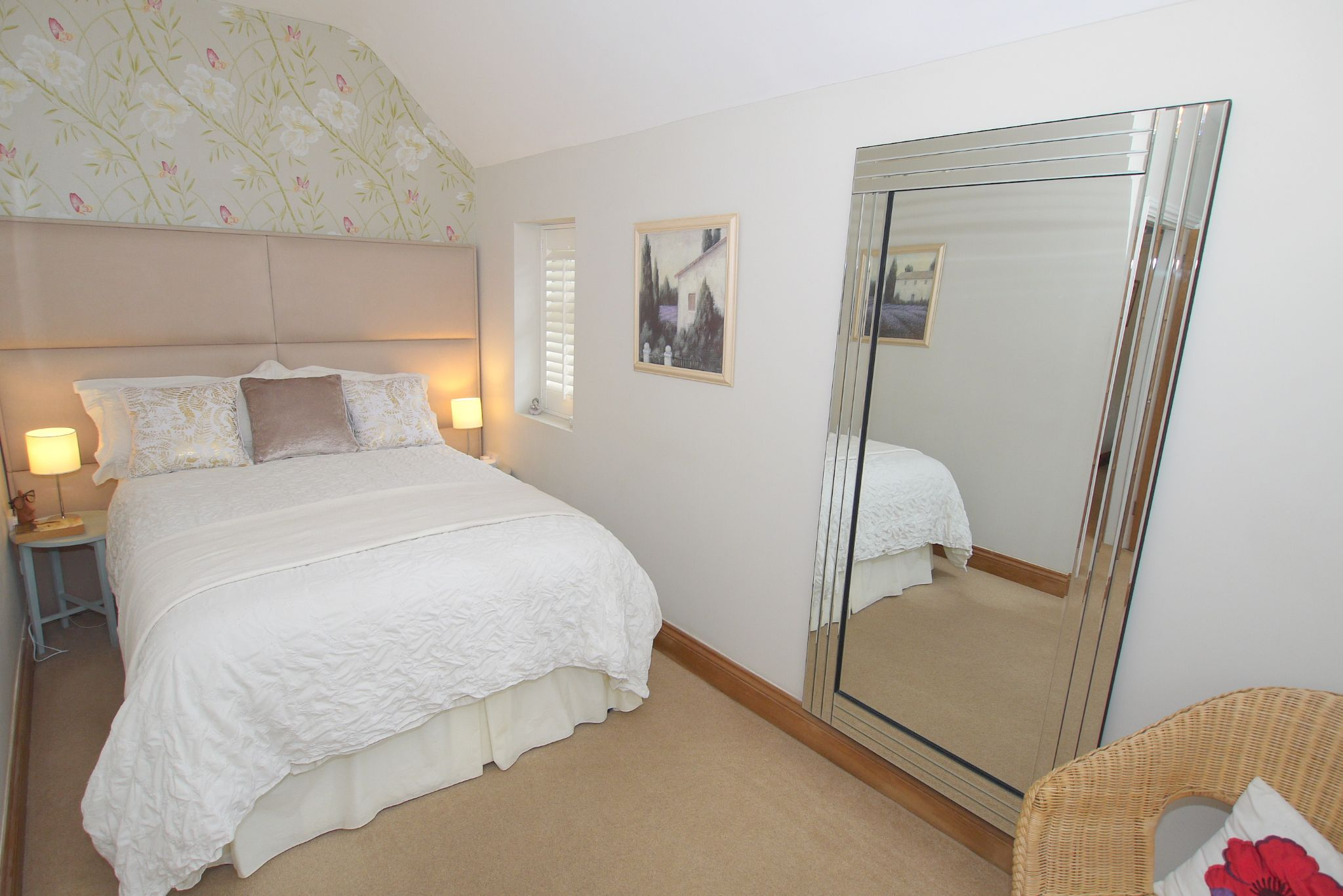 4 bedroom detached house Sale Agreed in Tonbridge - Photograph 8