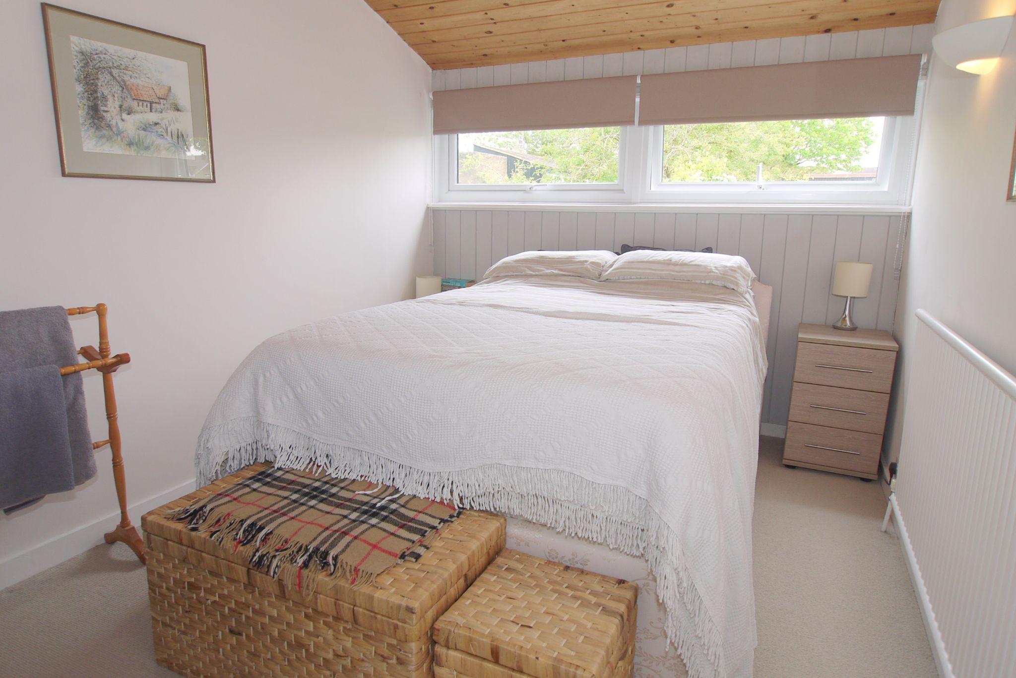 3 bedroom semi-detached house Sold in Sevenoaks - Photograph 6