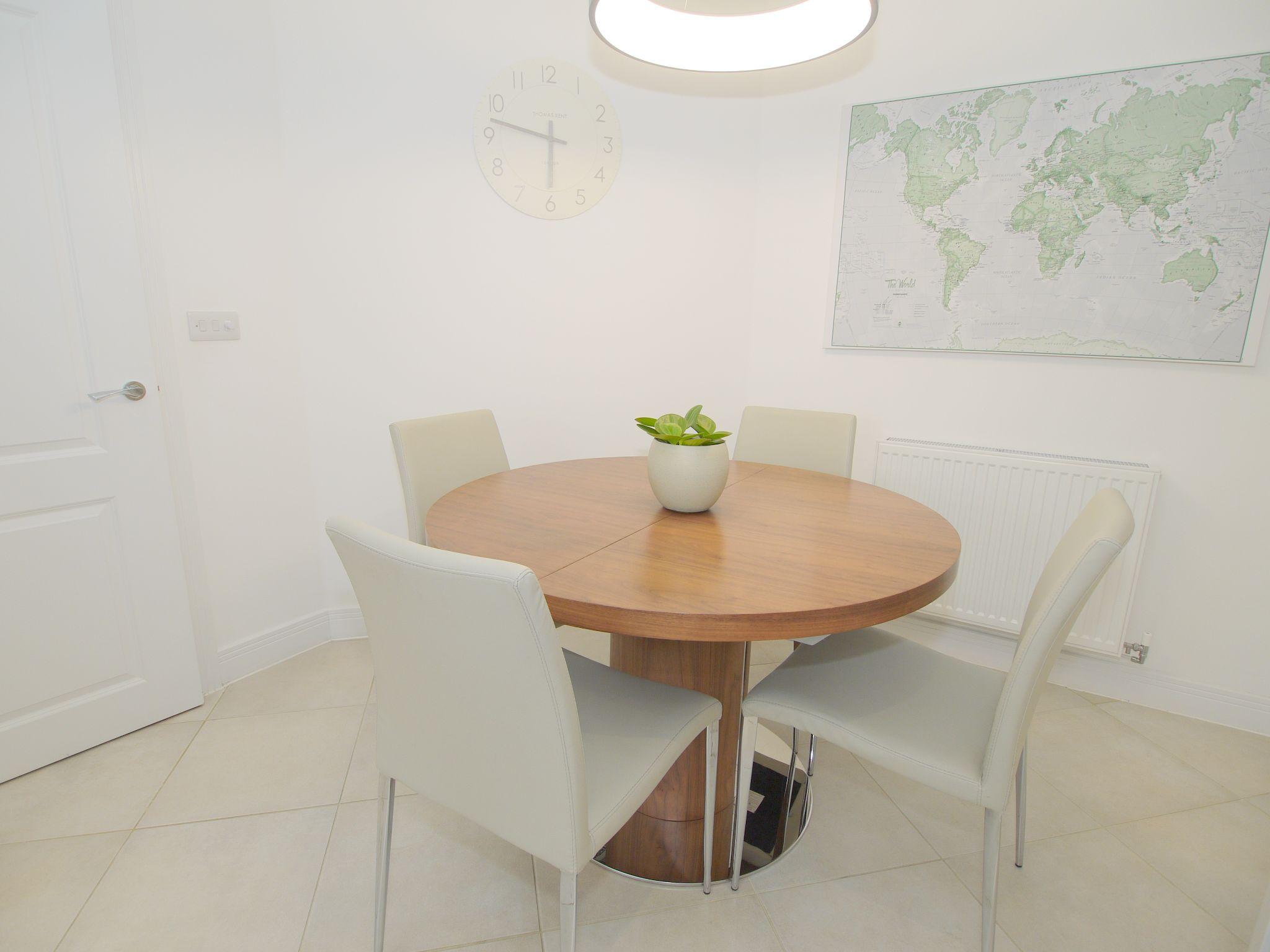 5 bedroom semi-detached house For Sale in Tonbridge - Photograph 9