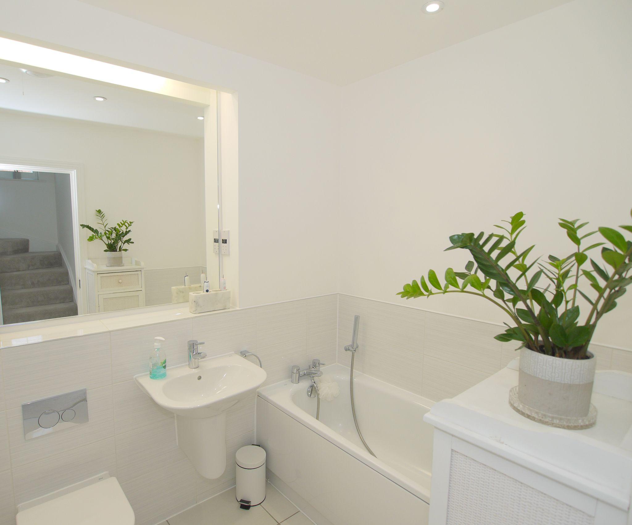 5 bedroom semi-detached house For Sale in Tonbridge - Photograph 5