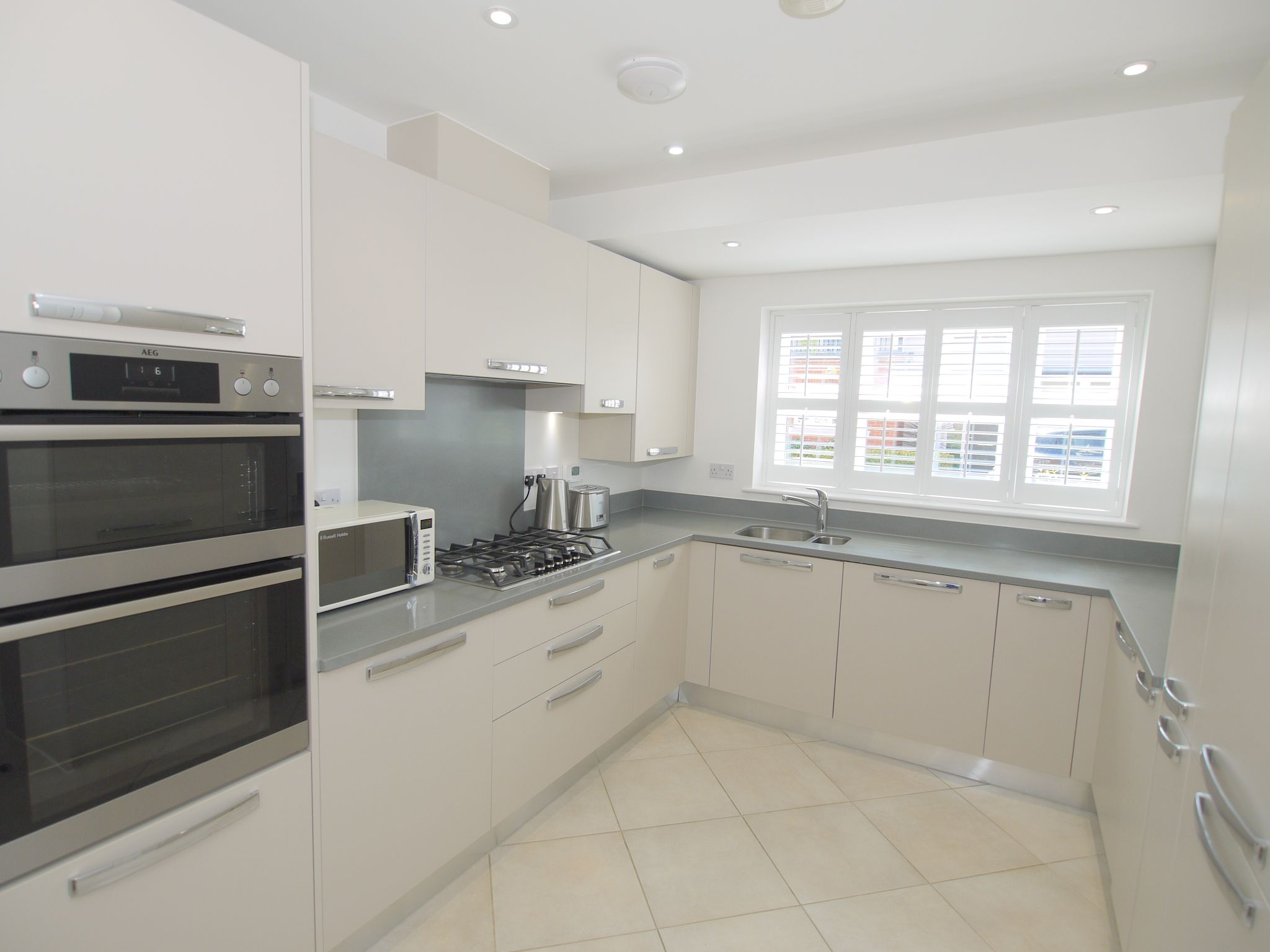 5 bedroom semi-detached house For Sale in Tonbridge - Photograph 3