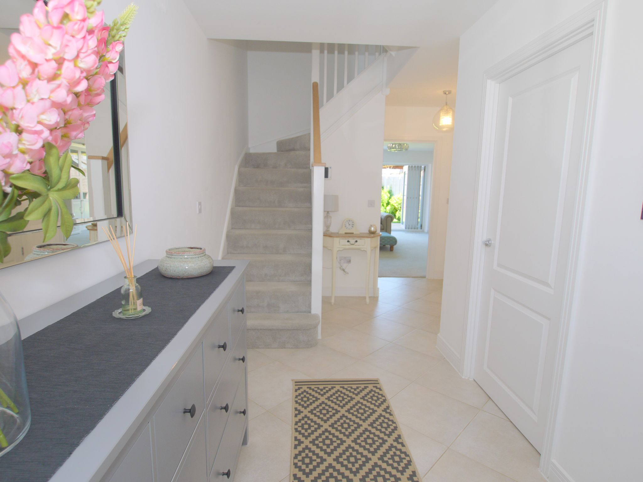 5 bedroom semi-detached house For Sale in Tonbridge - Photograph 11