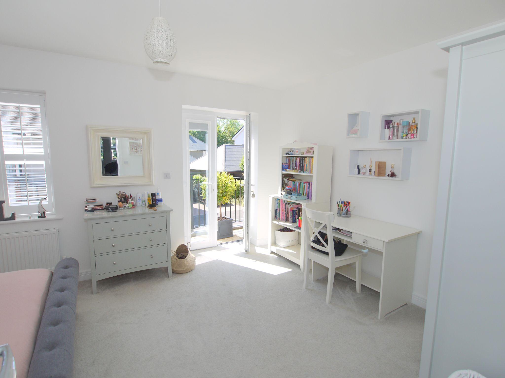 5 bedroom semi-detached house For Sale in Tonbridge - Photograph 6