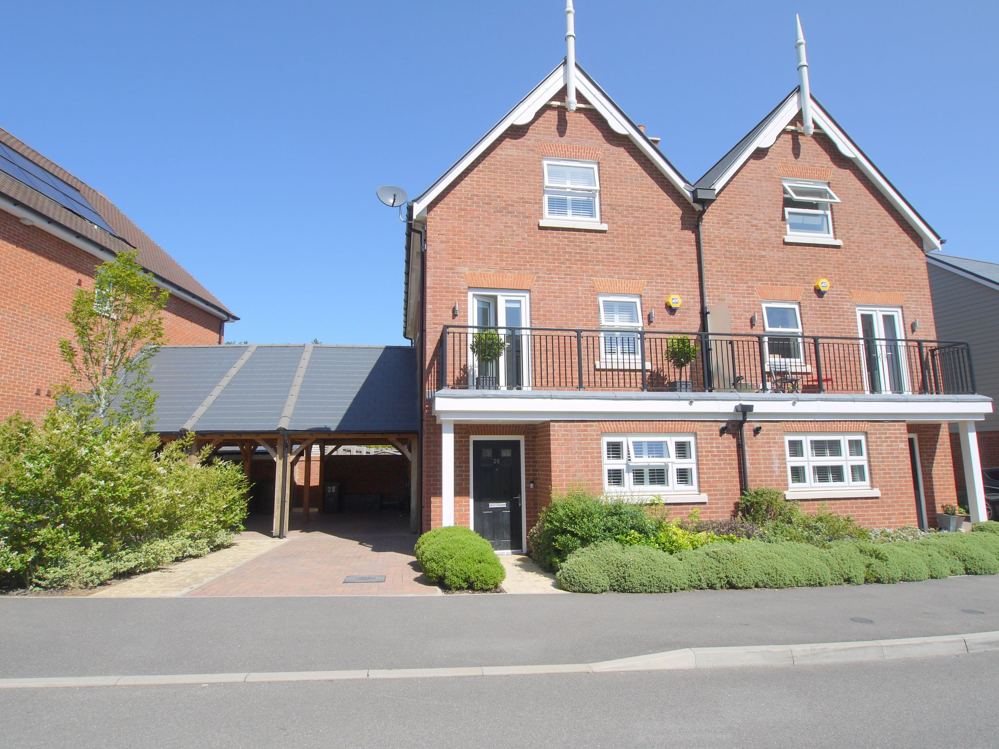 5 bedroom semi-detached house For Sale in Tonbridge - Photograph 1