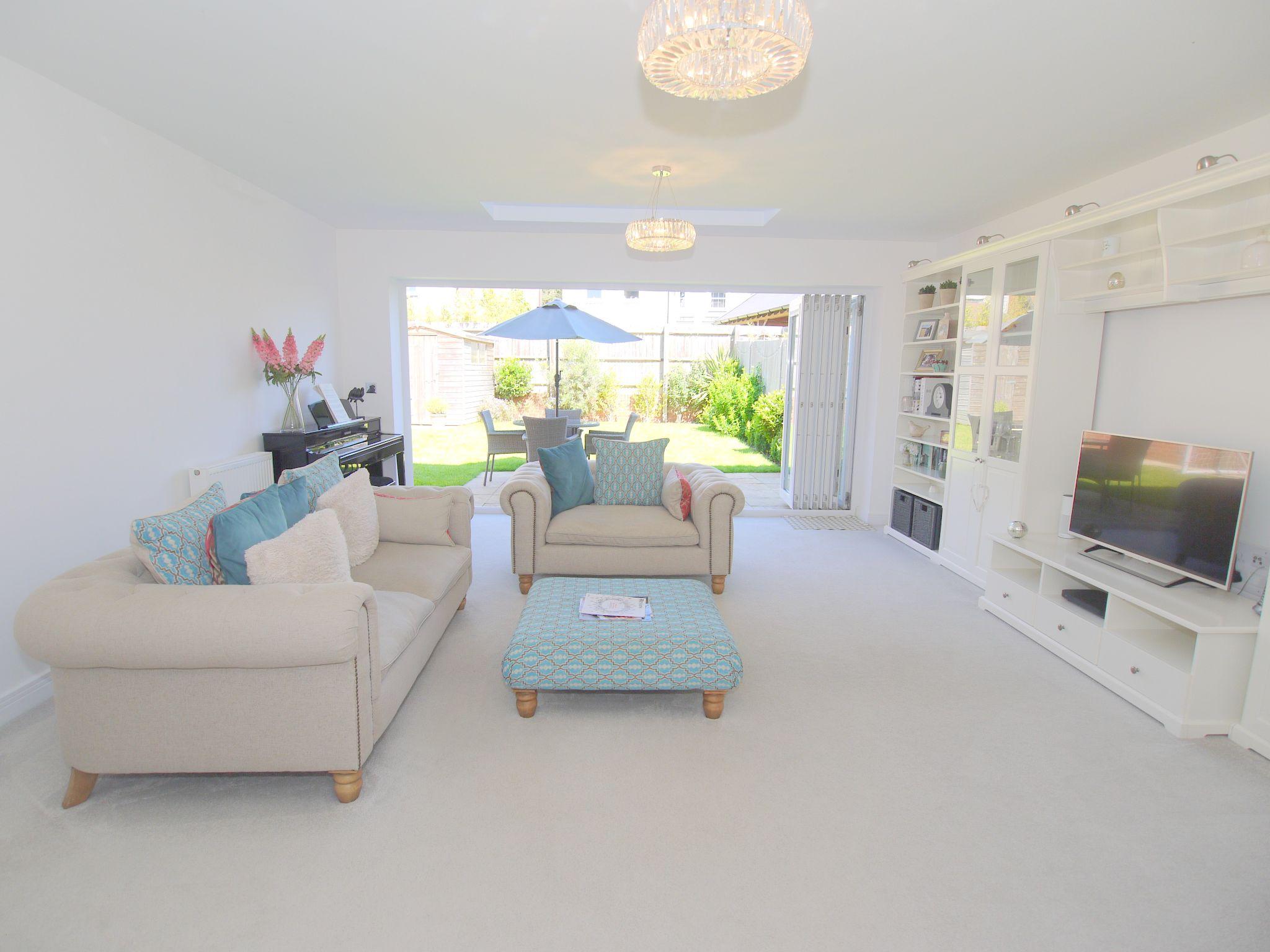 5 bedroom semi-detached house For Sale in Tonbridge - Photograph 2