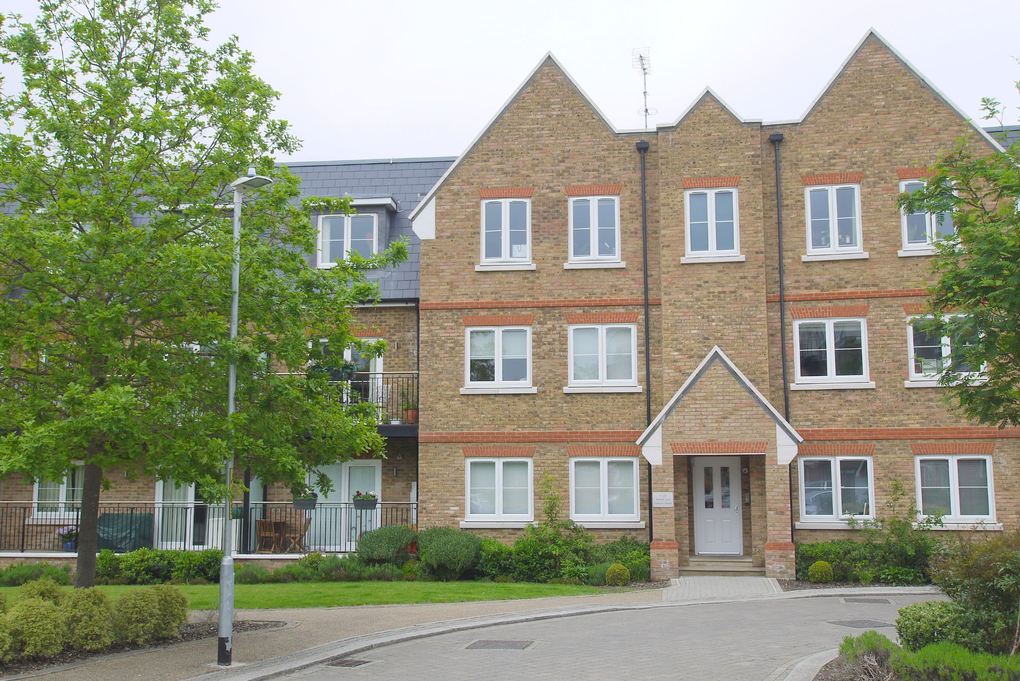 2 bedroom apartment For Sale in Dunton Green - Photograph 5