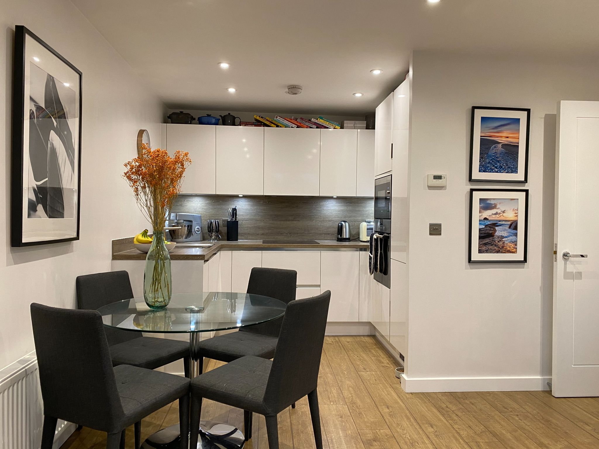 2 bedroom apartment For Sale in Dunton Green - Photograph 3