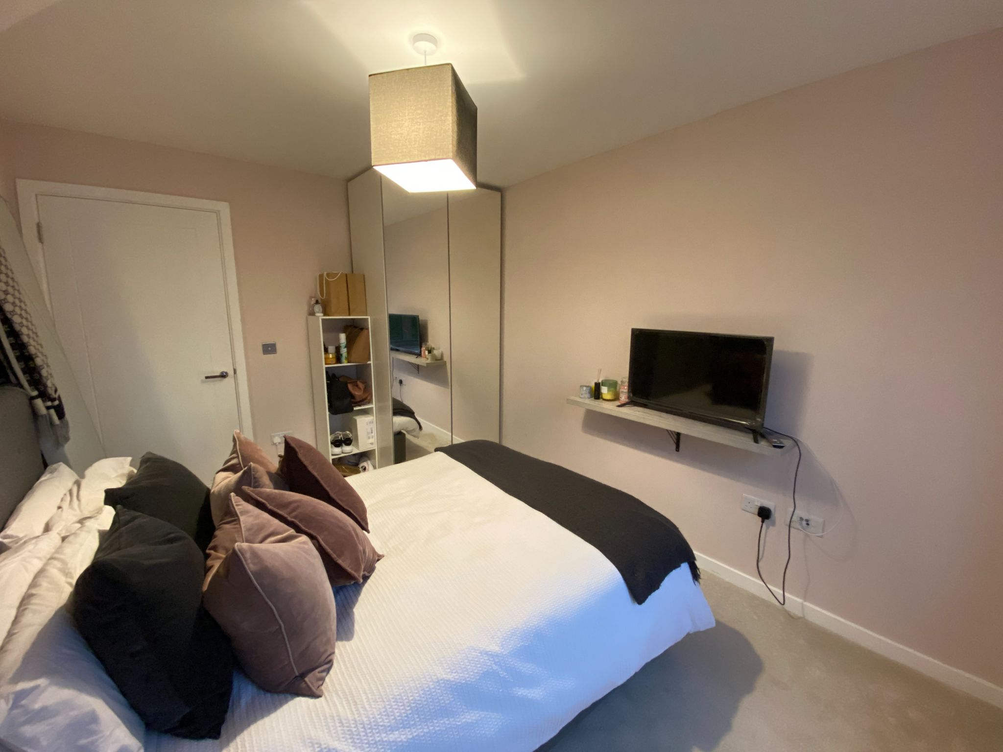 2 bedroom apartment For Sale in Dunton Green - Photograph 7