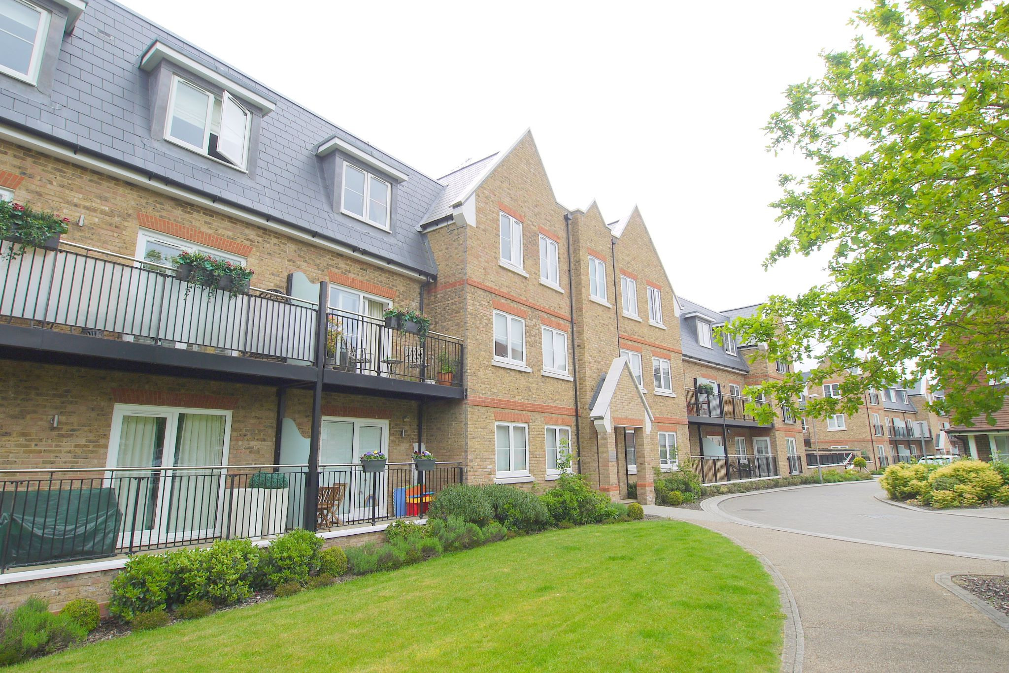 2 bedroom apartment For Sale in Dunton Green - Photograph 4