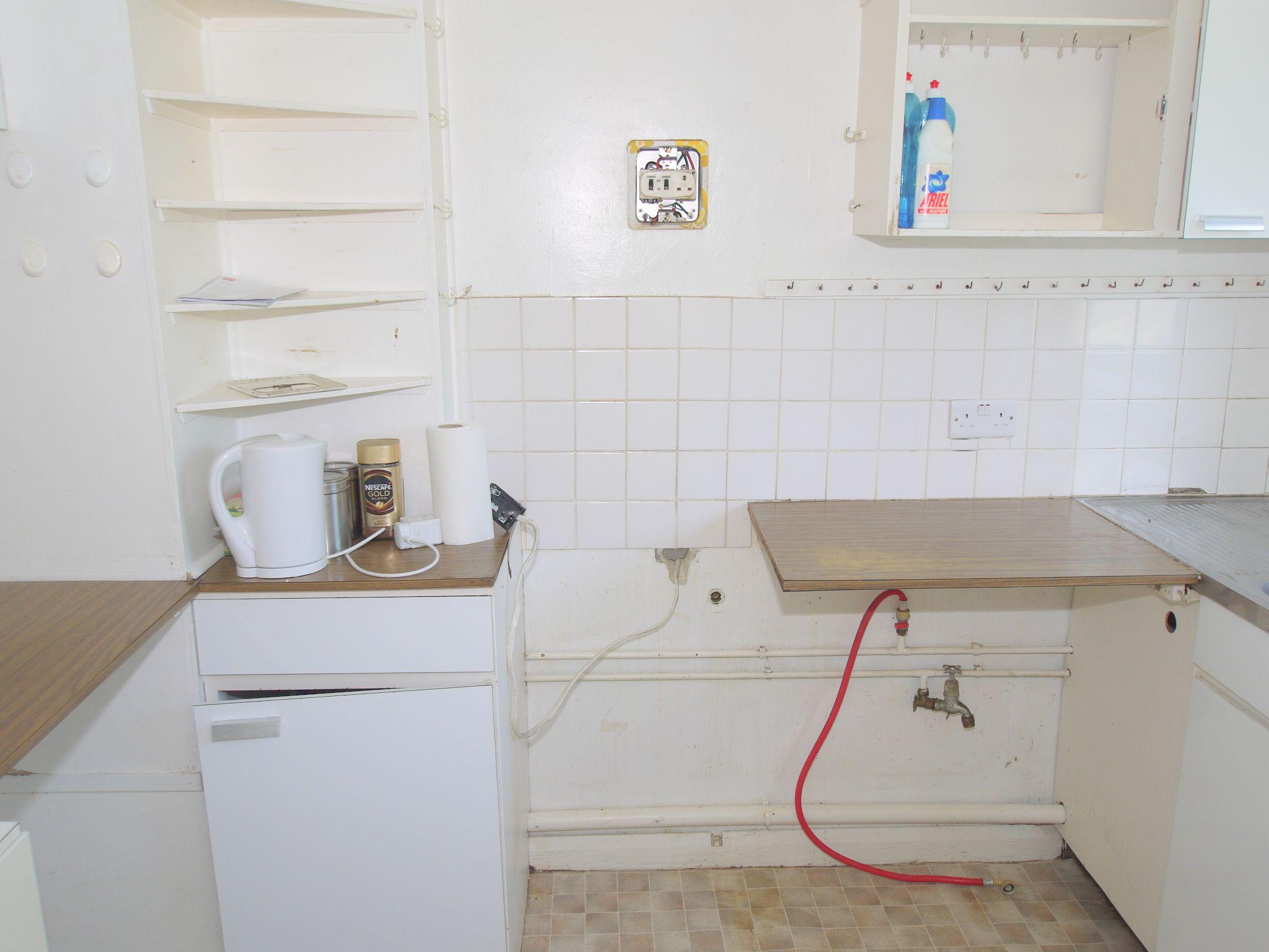 3 bedroom mid terraced house Sold in Sevenoaks - Photograph 6