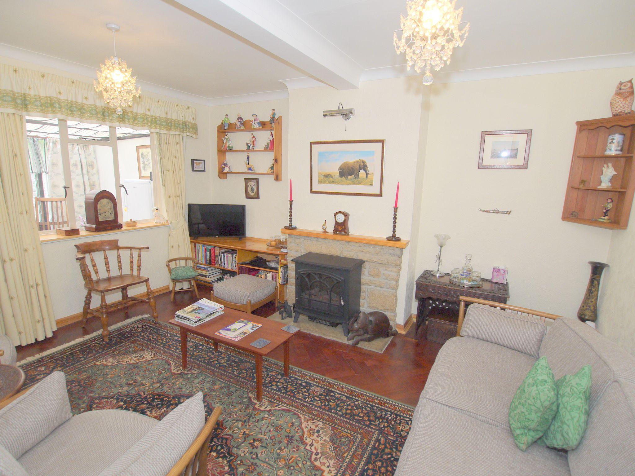 2 bedroom semi-detached bungalow Sale Agreed in Sevenoaks - Photograph 3