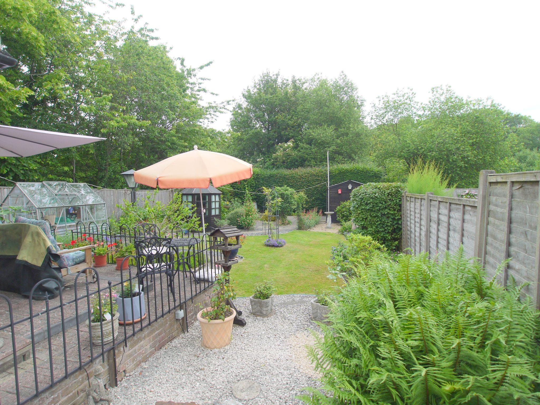 2 bedroom semi-detached bungalow Sale Agreed in Sevenoaks - Photograph 12