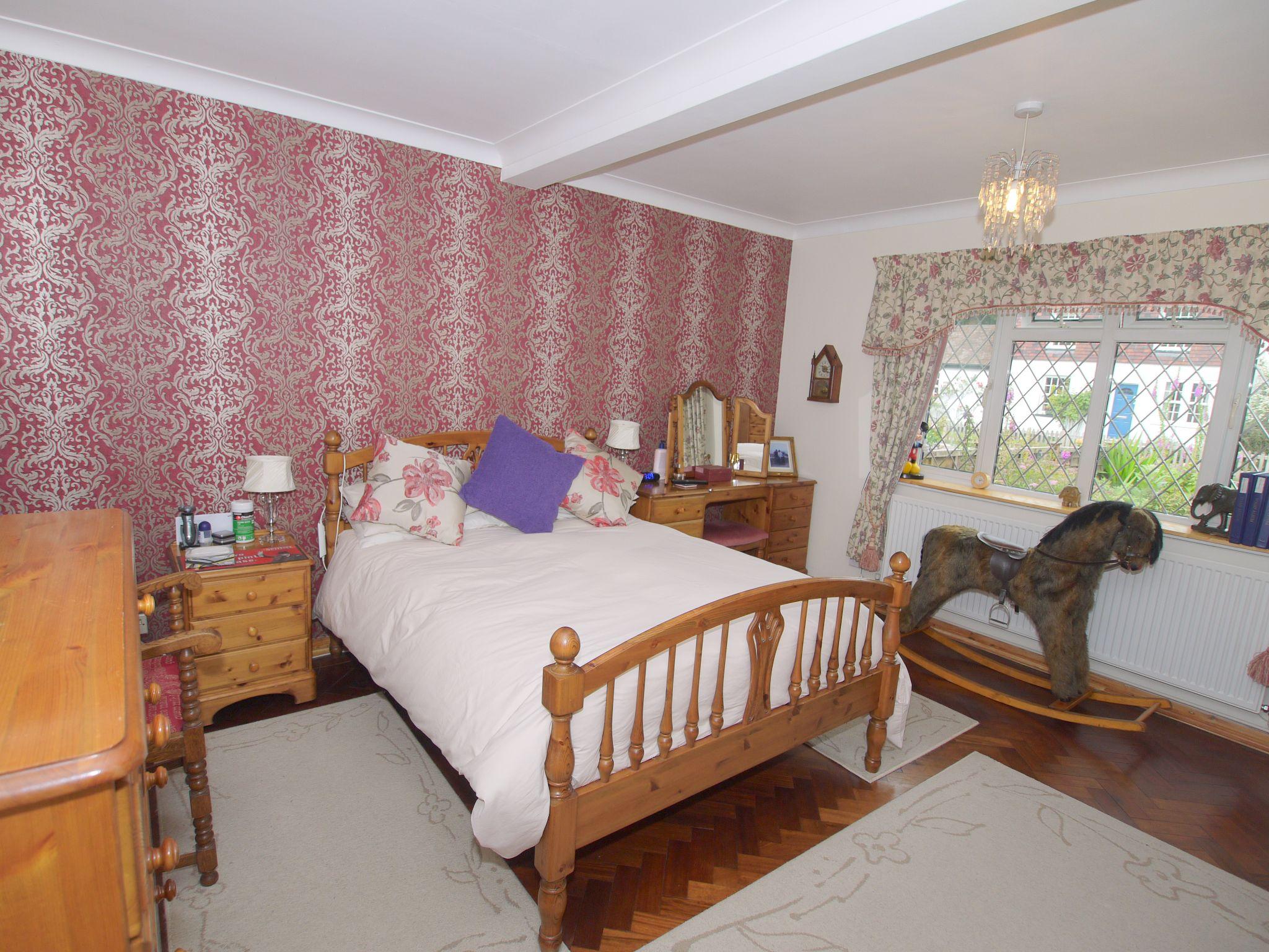 2 bedroom semi-detached bungalow Sale Agreed in Sevenoaks - Photograph 7