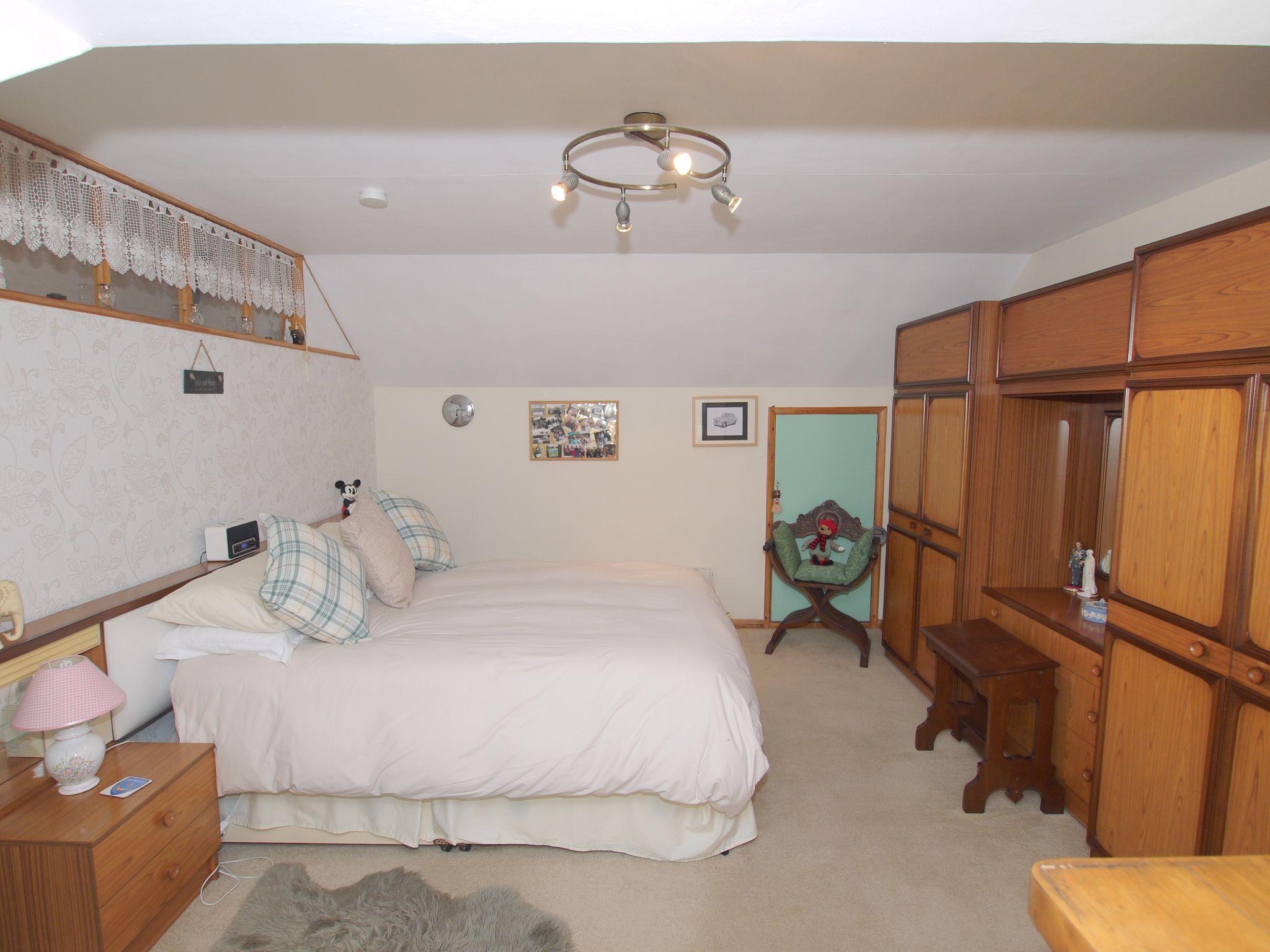 2 bedroom semi-detached bungalow Sale Agreed in Sevenoaks - Photograph 6