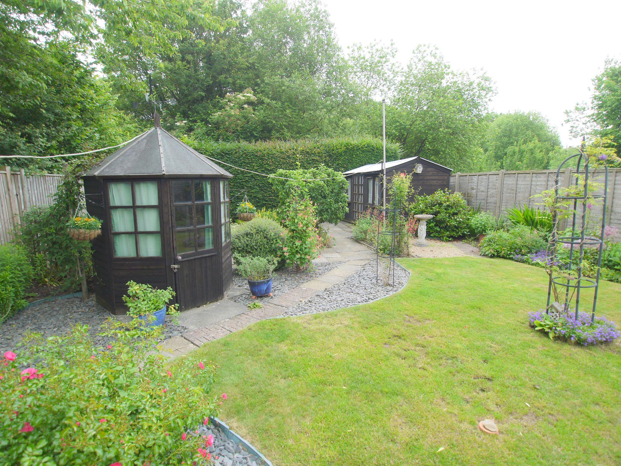 2 bedroom semi-detached bungalow Sale Agreed in Sevenoaks - Photograph 11