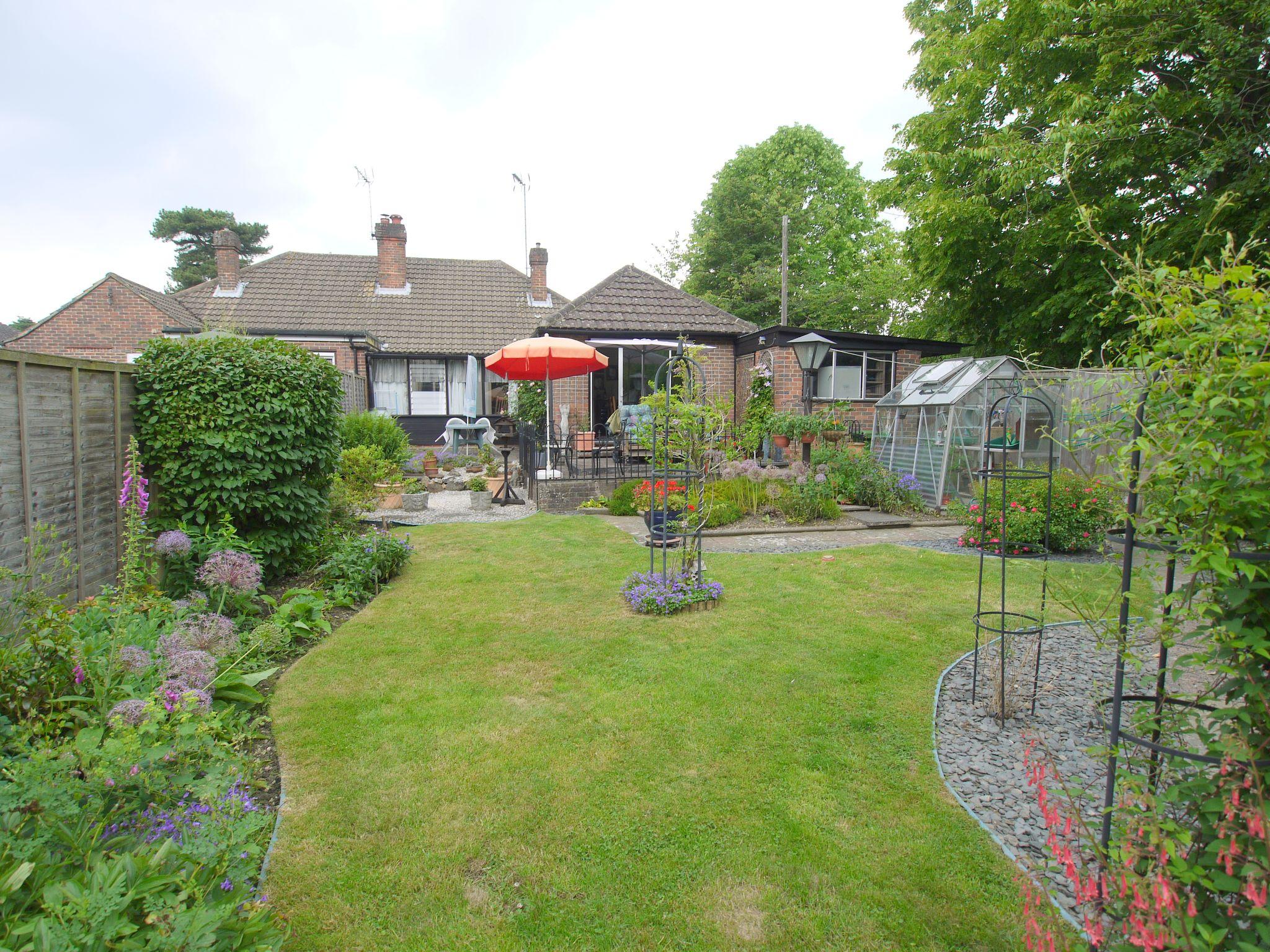 2 bedroom semi-detached bungalow Sale Agreed in Sevenoaks - Photograph 2