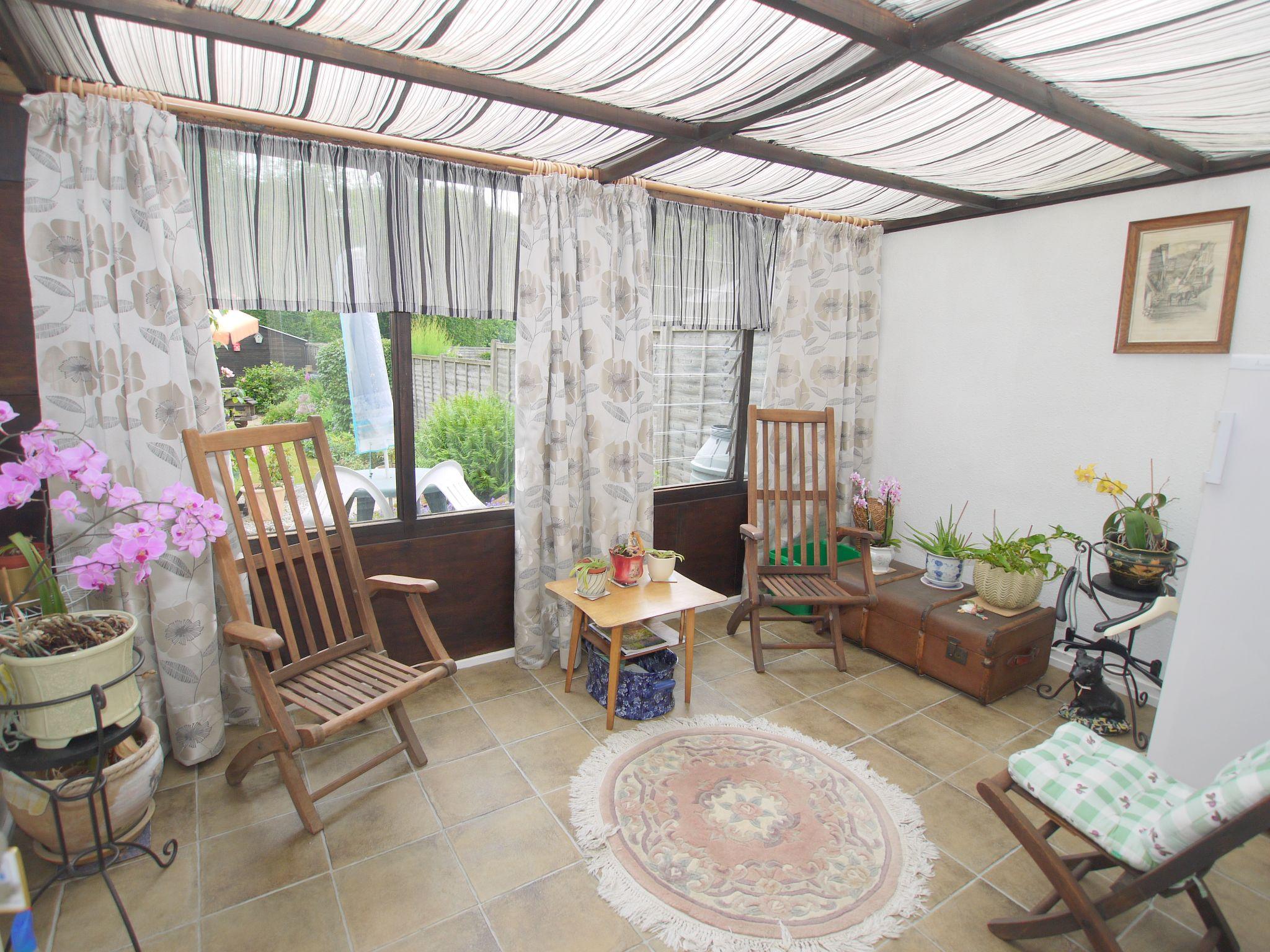 2 bedroom semi-detached bungalow Sale Agreed in Sevenoaks - Photograph 9