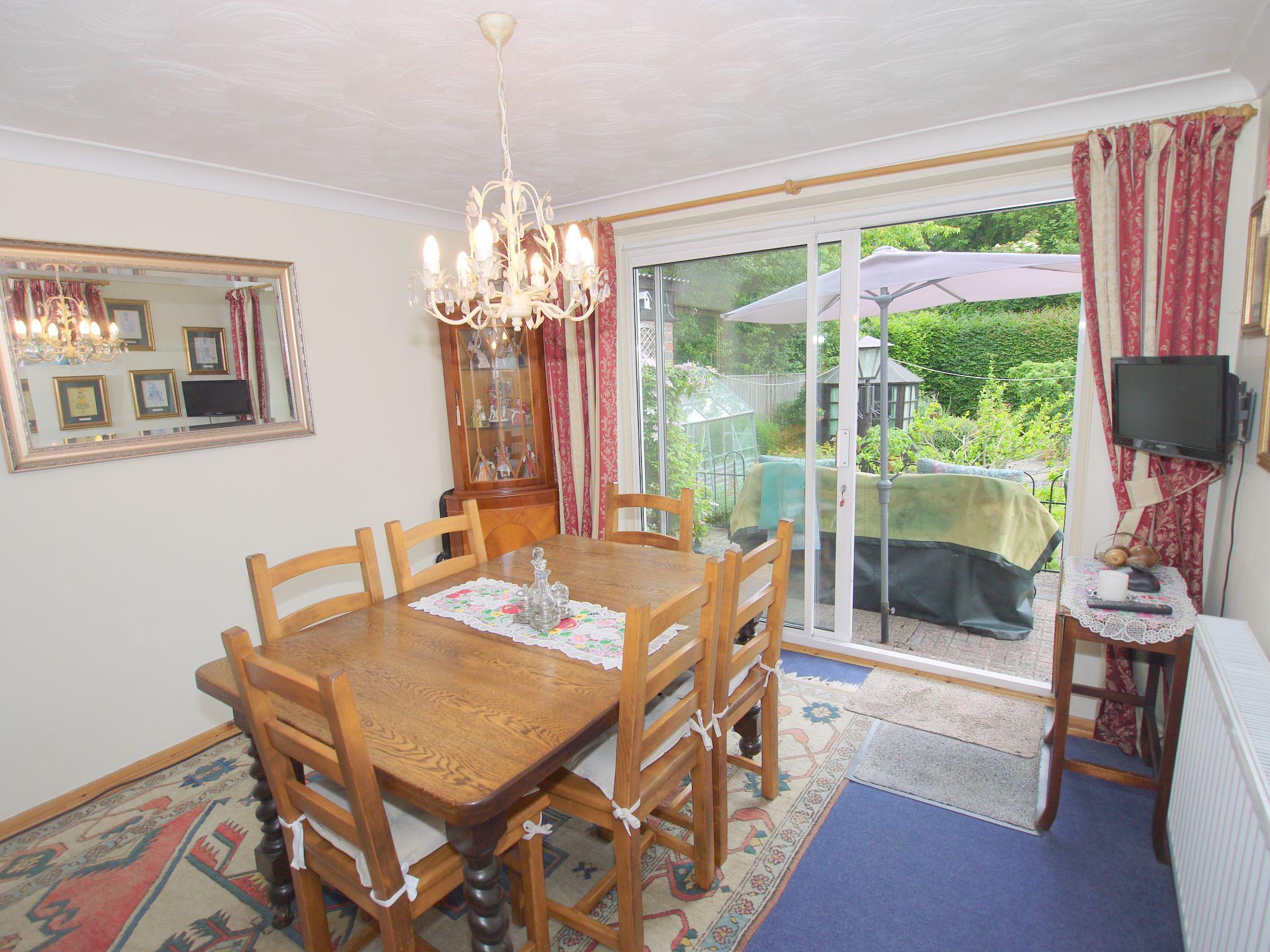 2 bedroom semi-detached bungalow Sale Agreed in Sevenoaks - Photograph 4