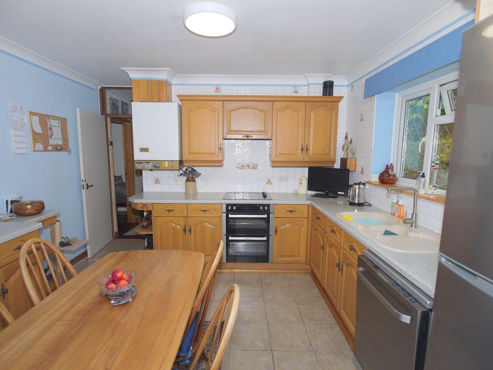 2 bedroom semi-detached bungalow Sale Agreed in Sevenoaks - Photograph 8