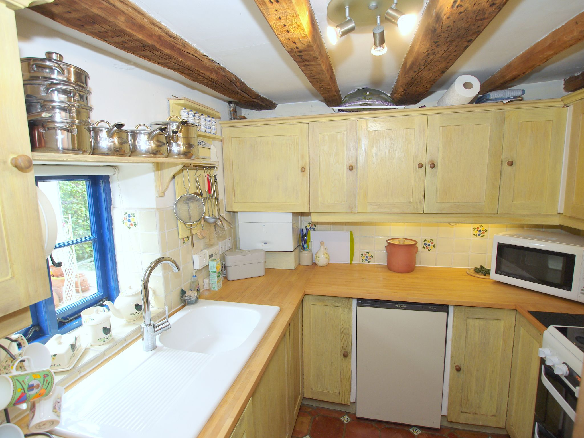 2 bedroom end terraced house For Sale in Sevenoaks - Photograph 6