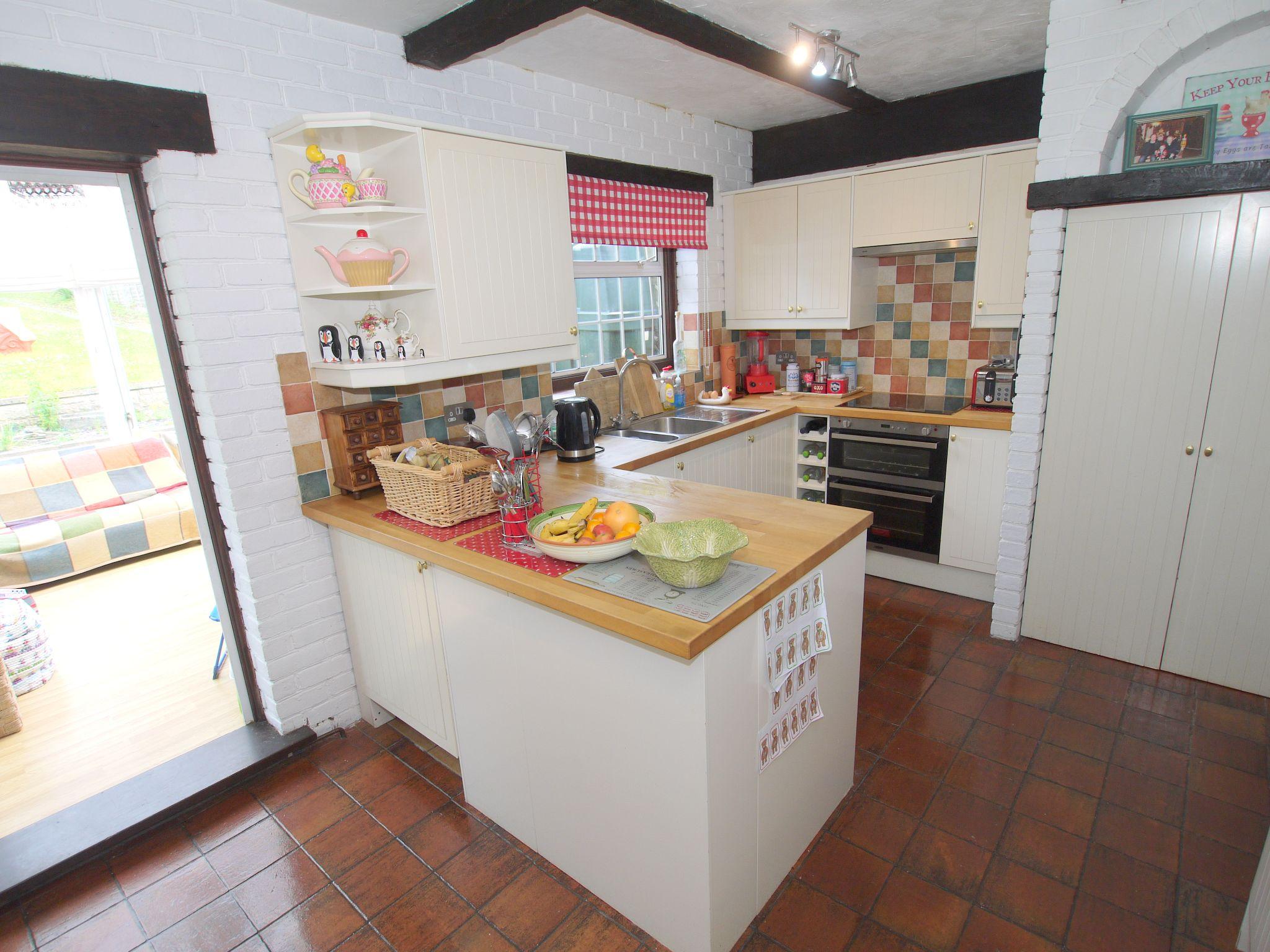3 bedroom semi-detached house For Sale in Sevenoaks - Photograph 13