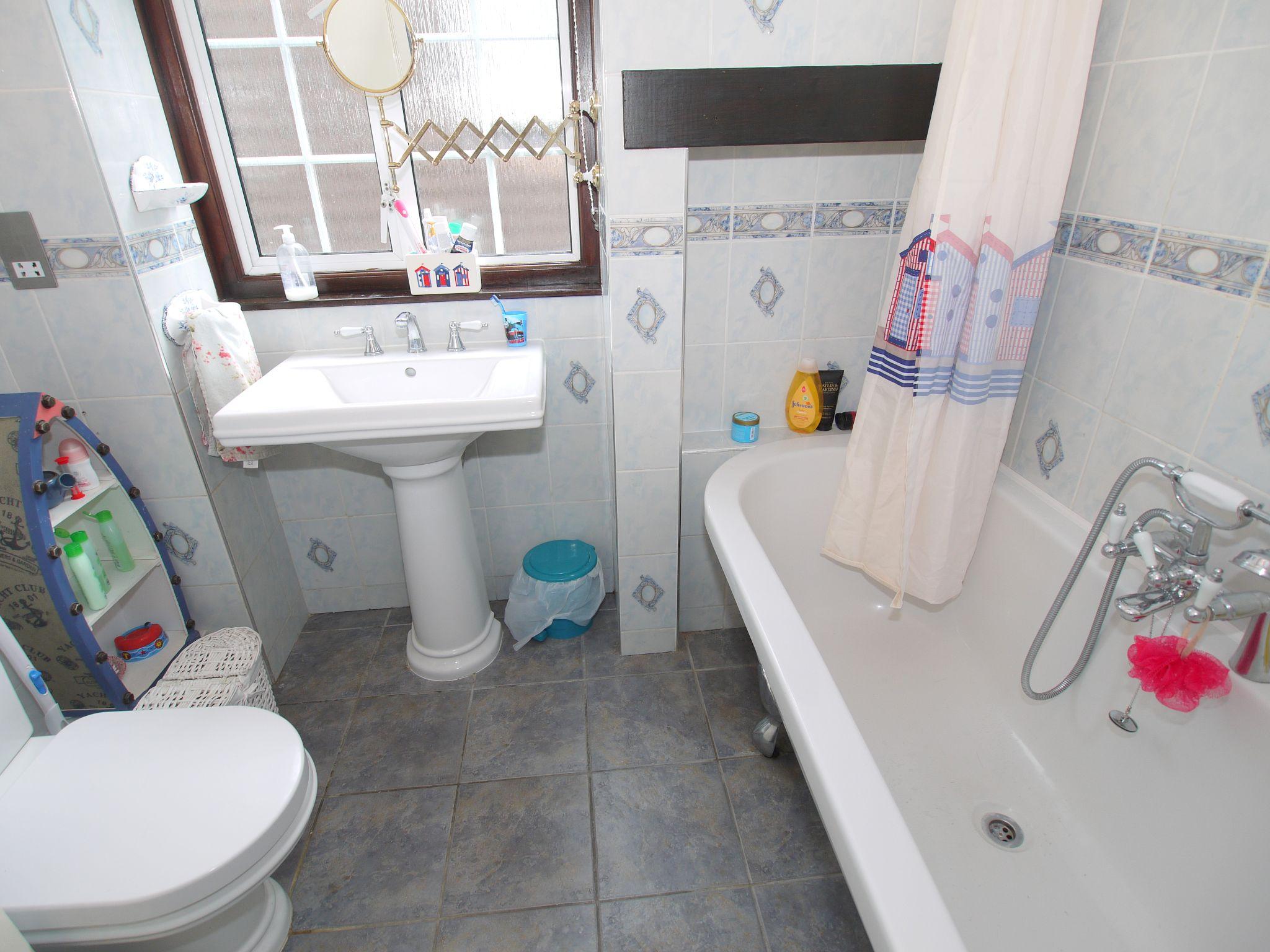 3 bedroom semi-detached house For Sale in Sevenoaks - Photograph 6