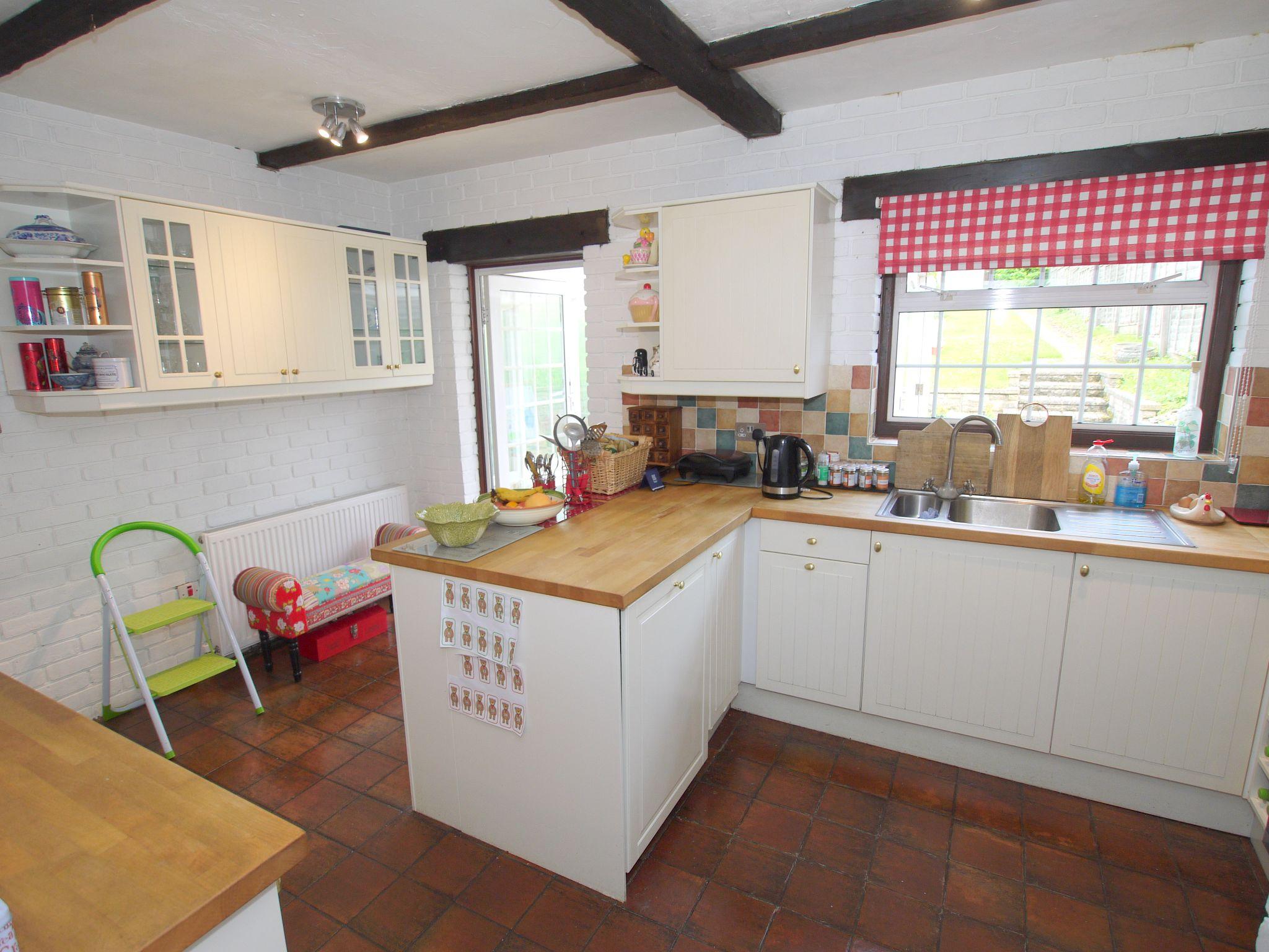 3 bedroom semi-detached house For Sale in Sevenoaks - Photograph 12