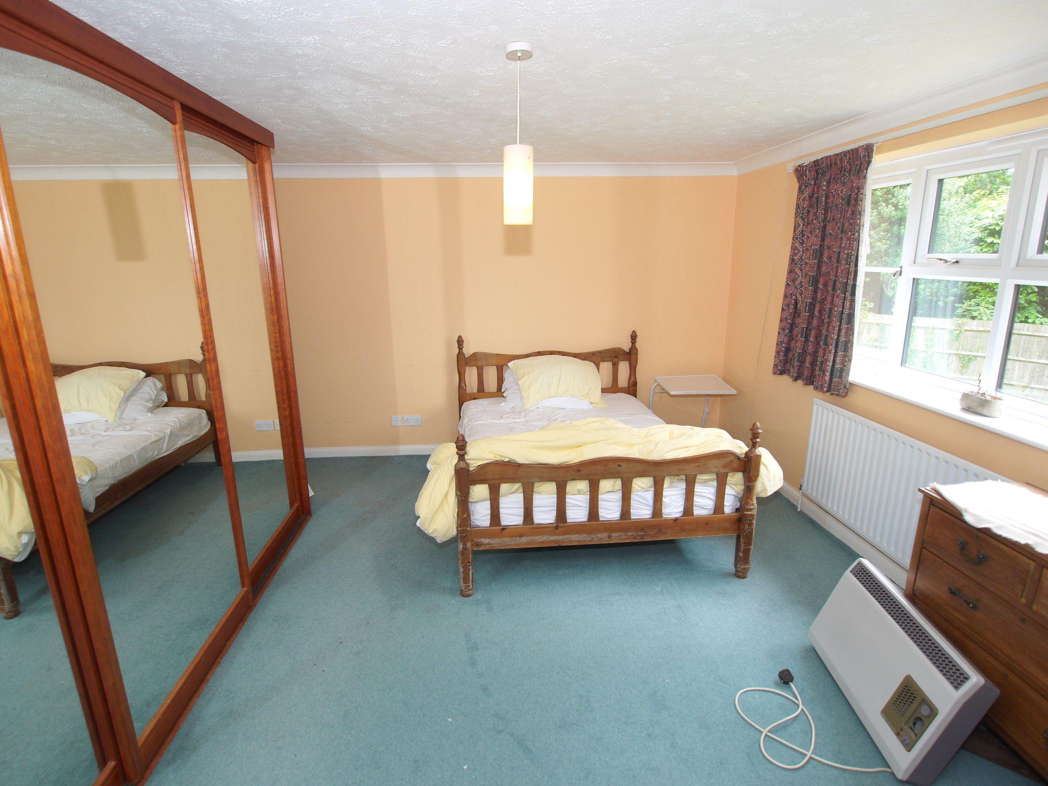 2 bedroom apartment For Sale in Sevenoaks - Photograph 3