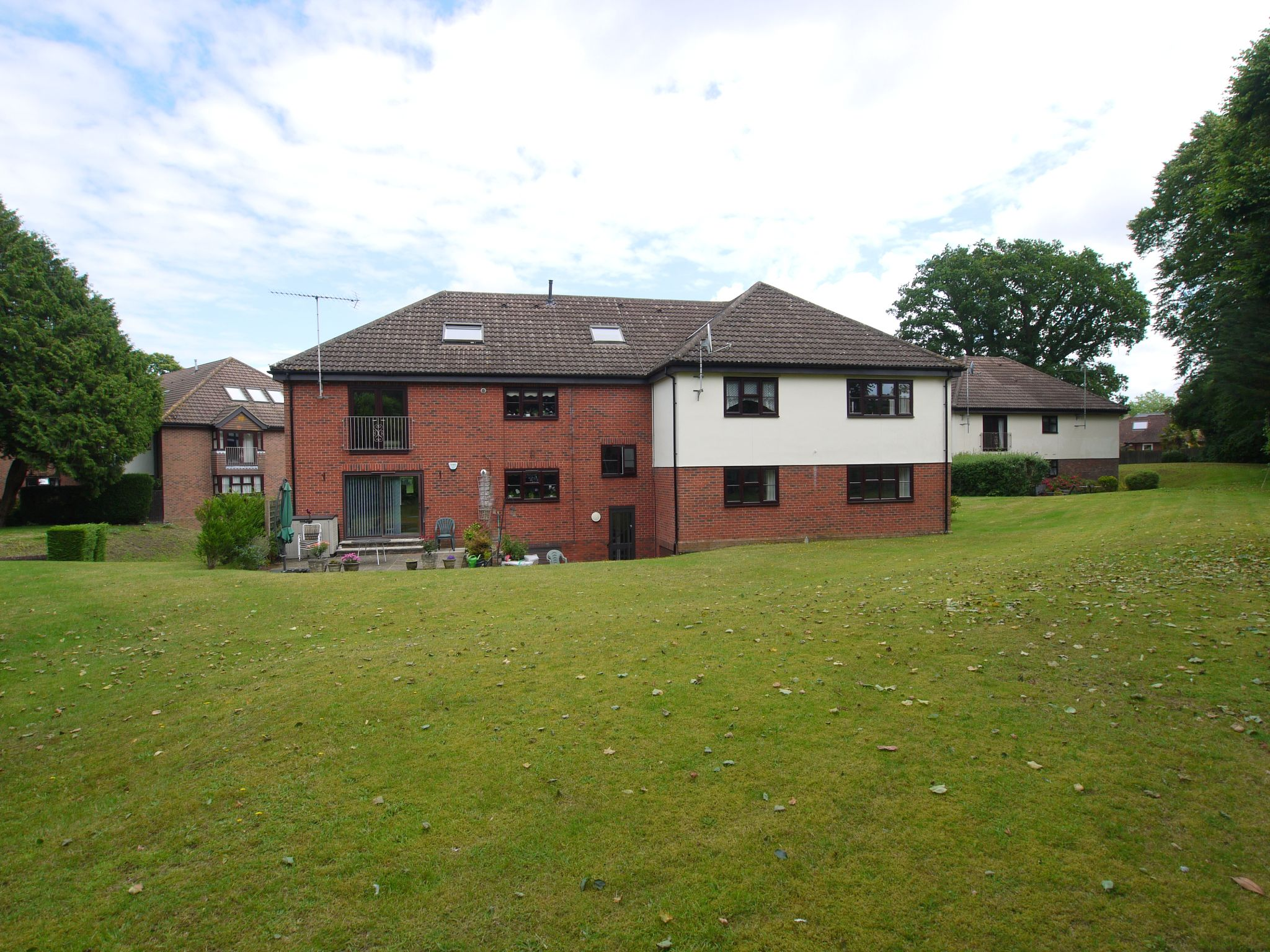 2 bedroom apartment For Sale in Sevenoaks - Photograph 10