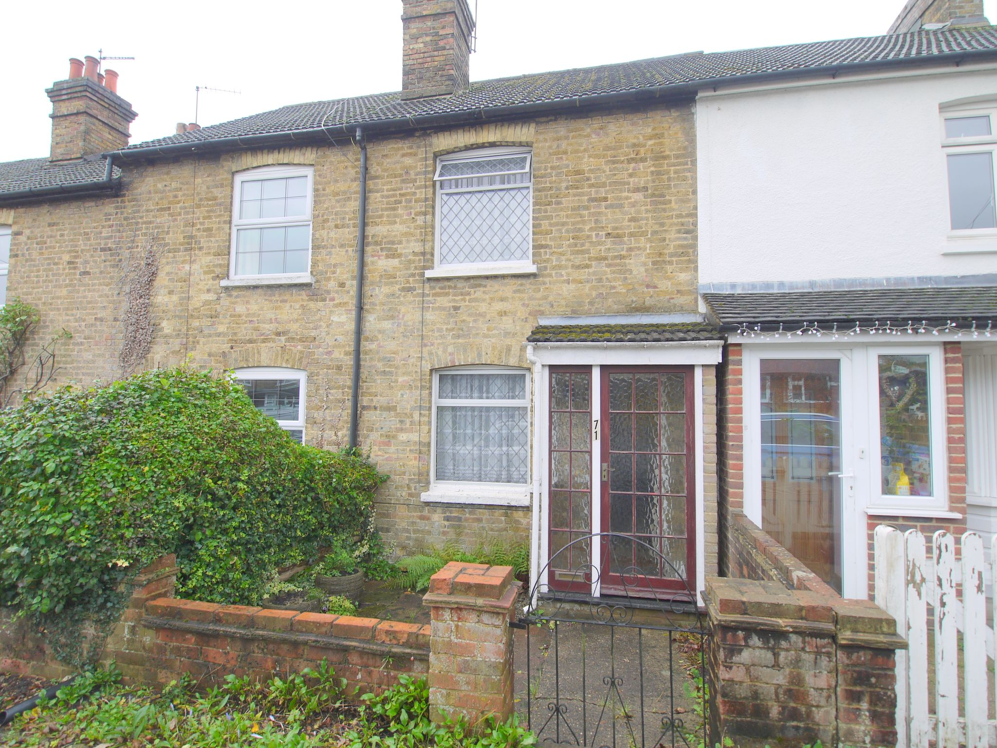 2 bedroom mid terraced house For Sale in Sevenoaks - Photograph 1