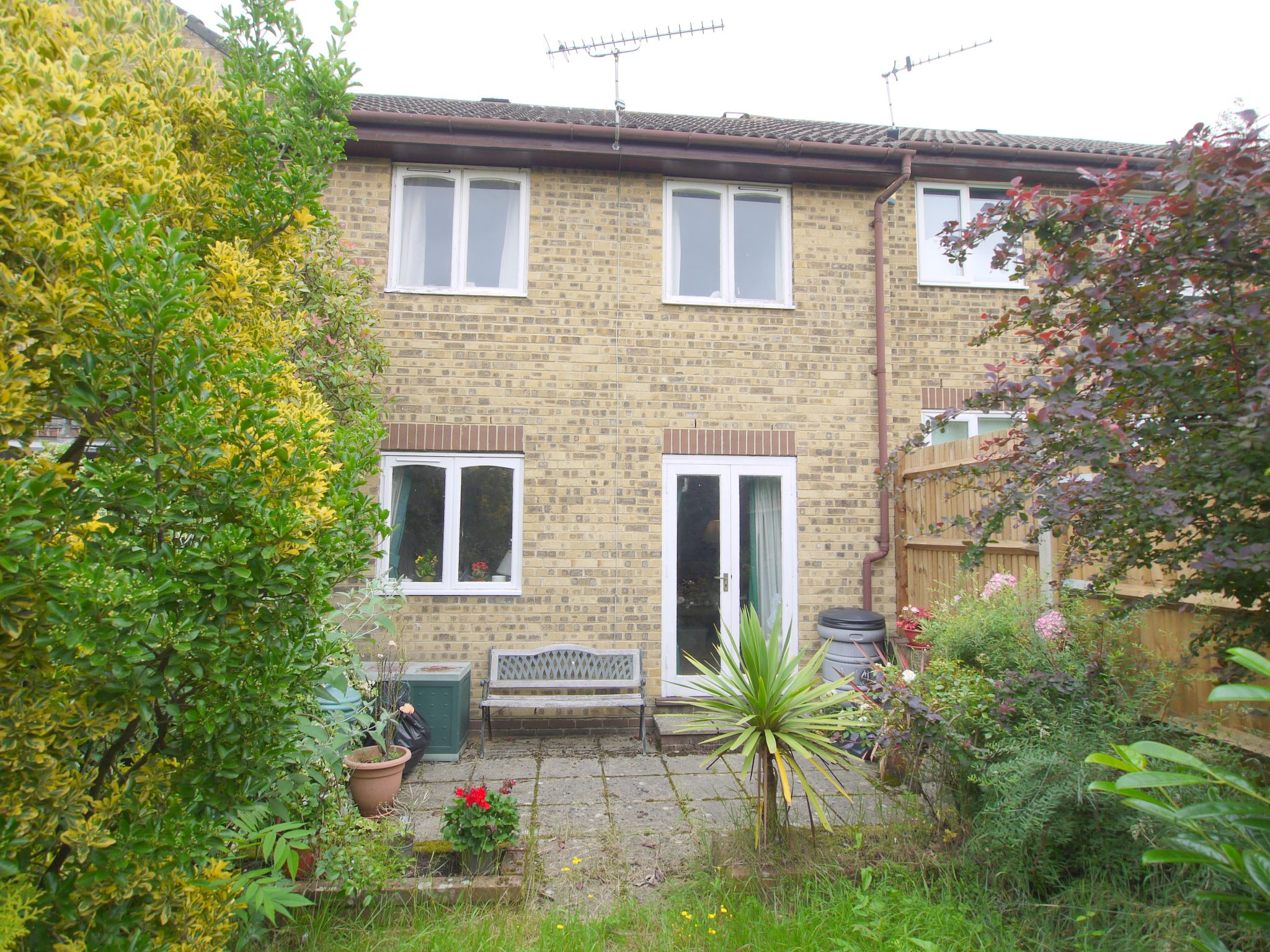 2 bedroom mid terraced house Sale Agreed in Sevenoaks - Photograph 2