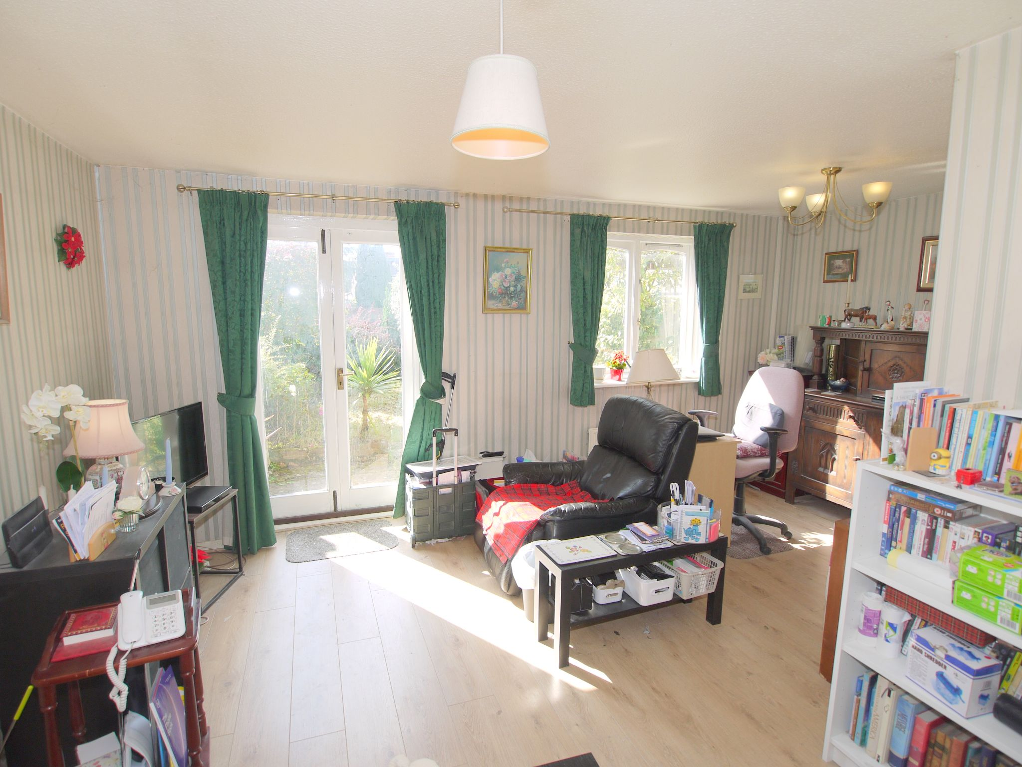 2 bedroom mid terraced house Sale Agreed in Sevenoaks - Photograph 5