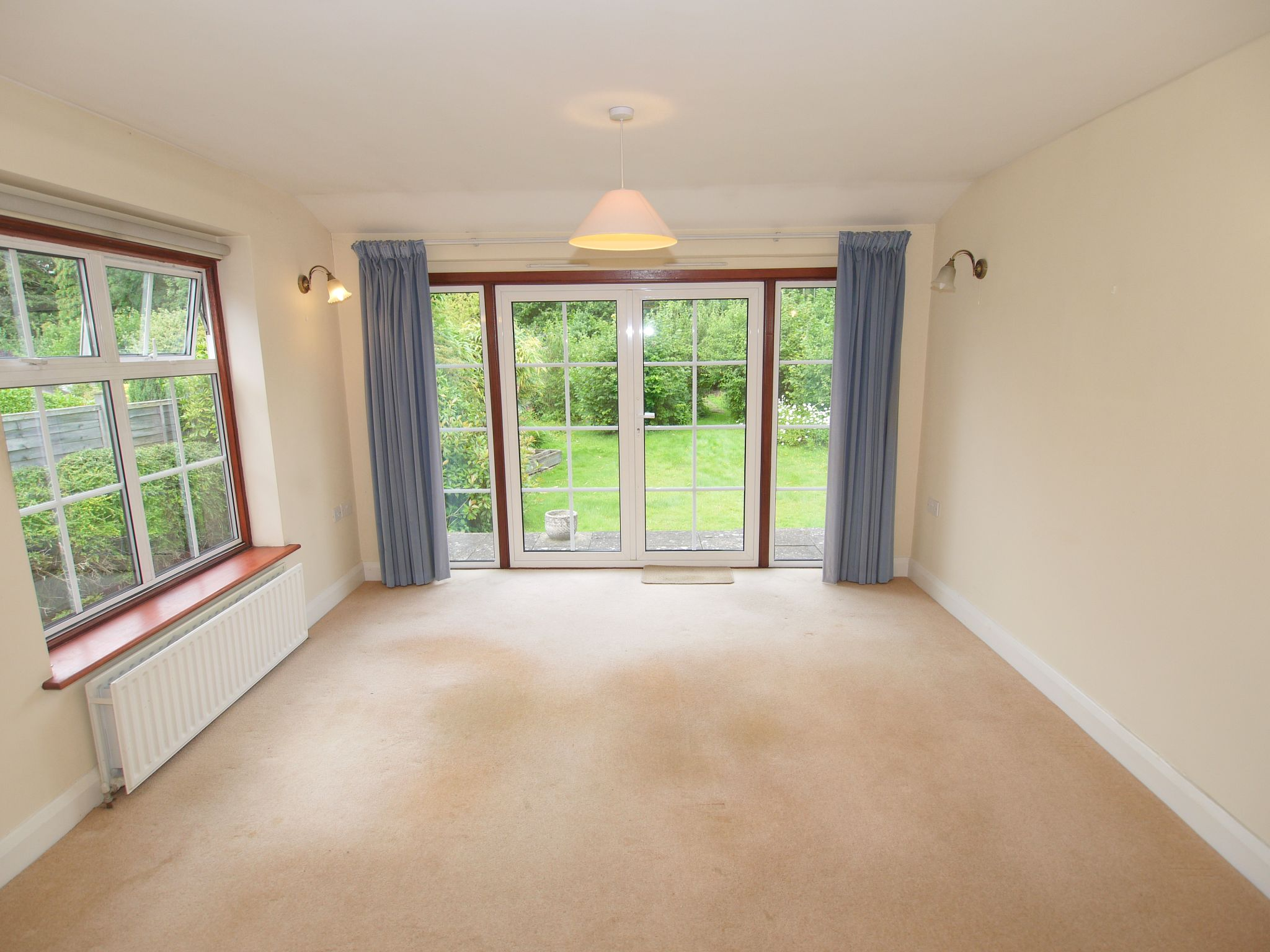 3 bedroom detached house Sale Agreed in Sevenoaks - Photograph 4