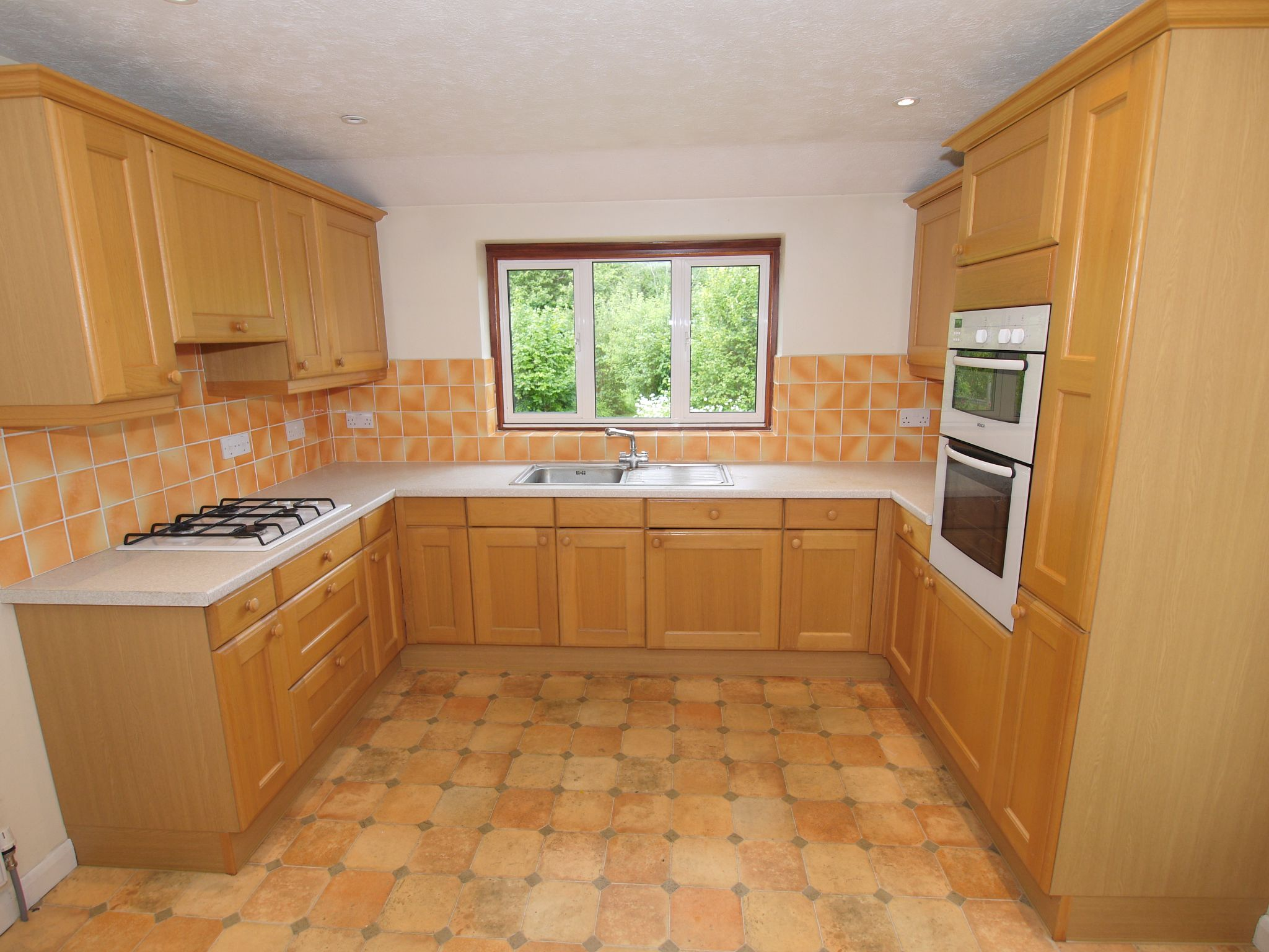 3 bedroom detached house Sale Agreed in Sevenoaks - Photograph 6