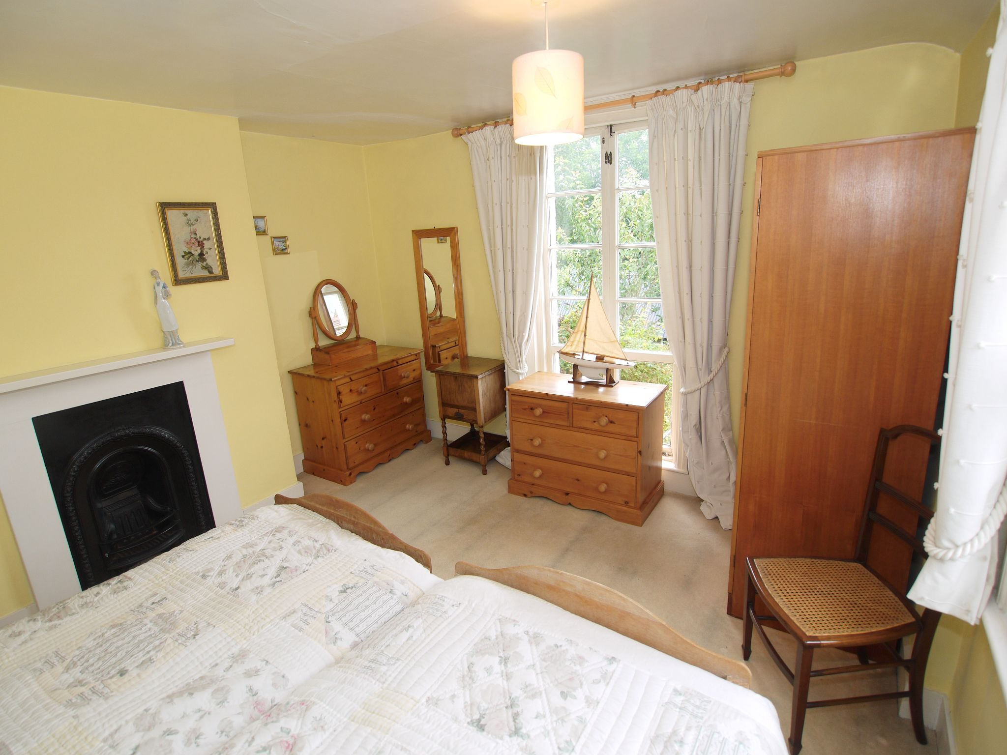 3 bedroom detached house For Sale in Sevenoaks - Photograph 10