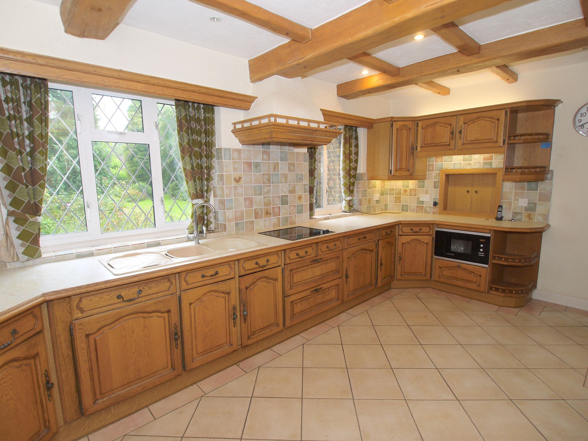 4 bedroom detached house Sale Agreed in Sevenoaks - Photograph 15