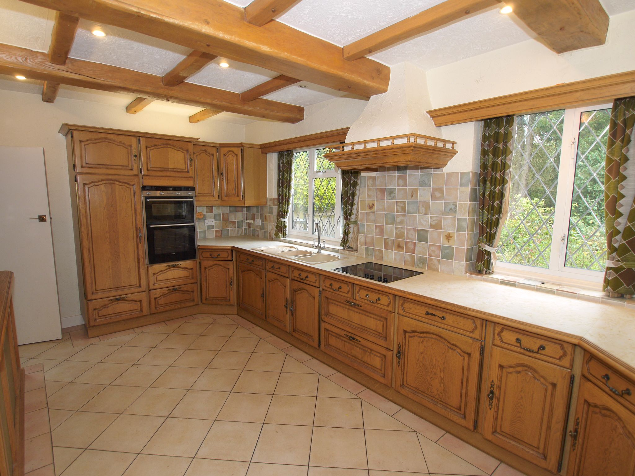 4 bedroom detached house Sale Agreed in Sevenoaks - Photograph 14