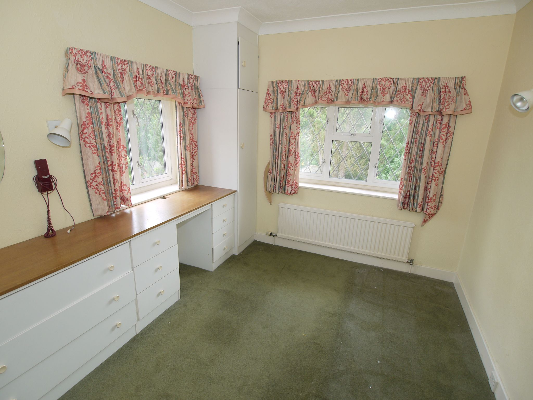 4 bedroom detached house Sale Agreed in Sevenoaks - Photograph 4