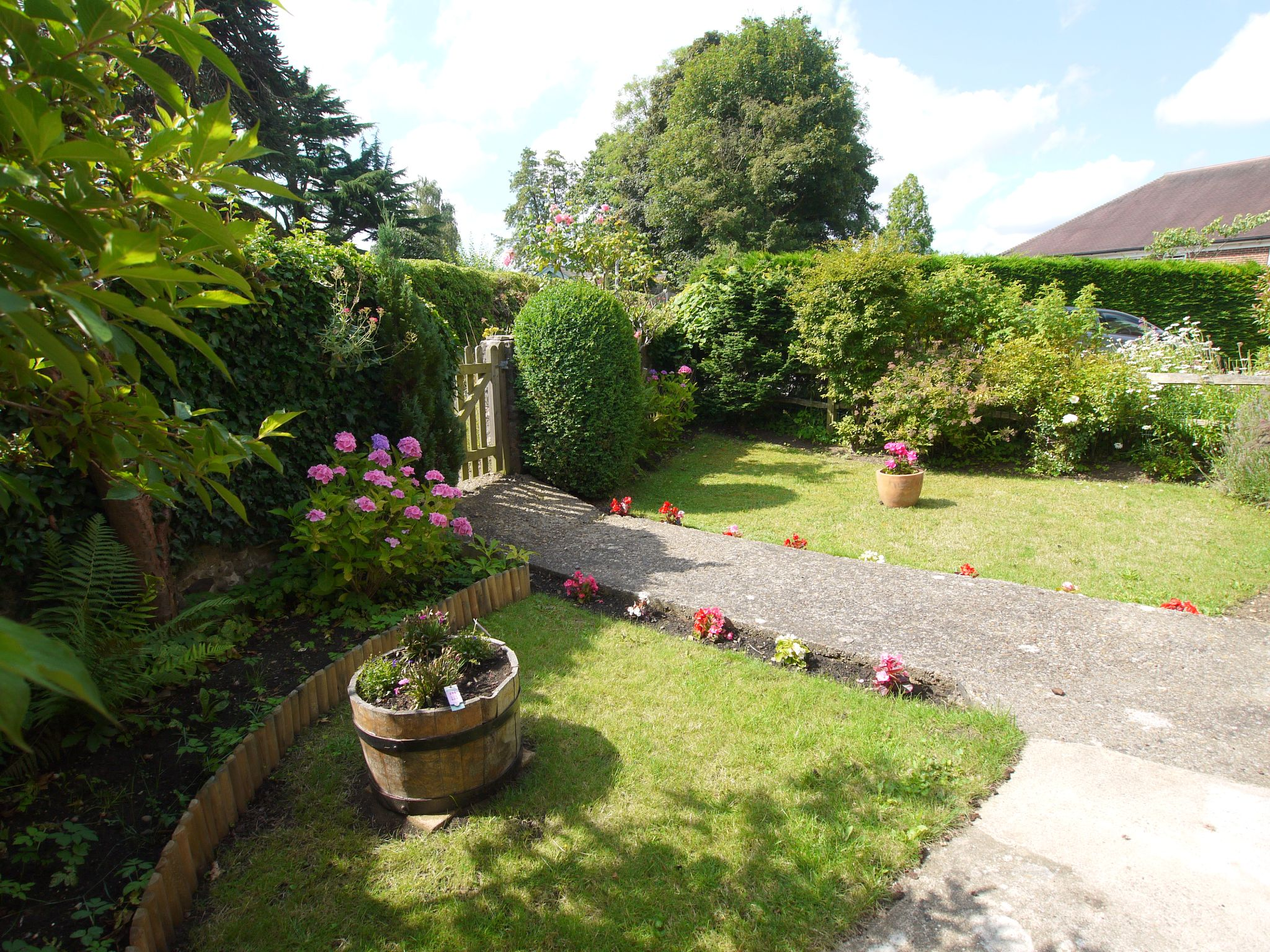 3 bedroom semi-detached house Sale Agreed in Sevenoaks - Photograph 10