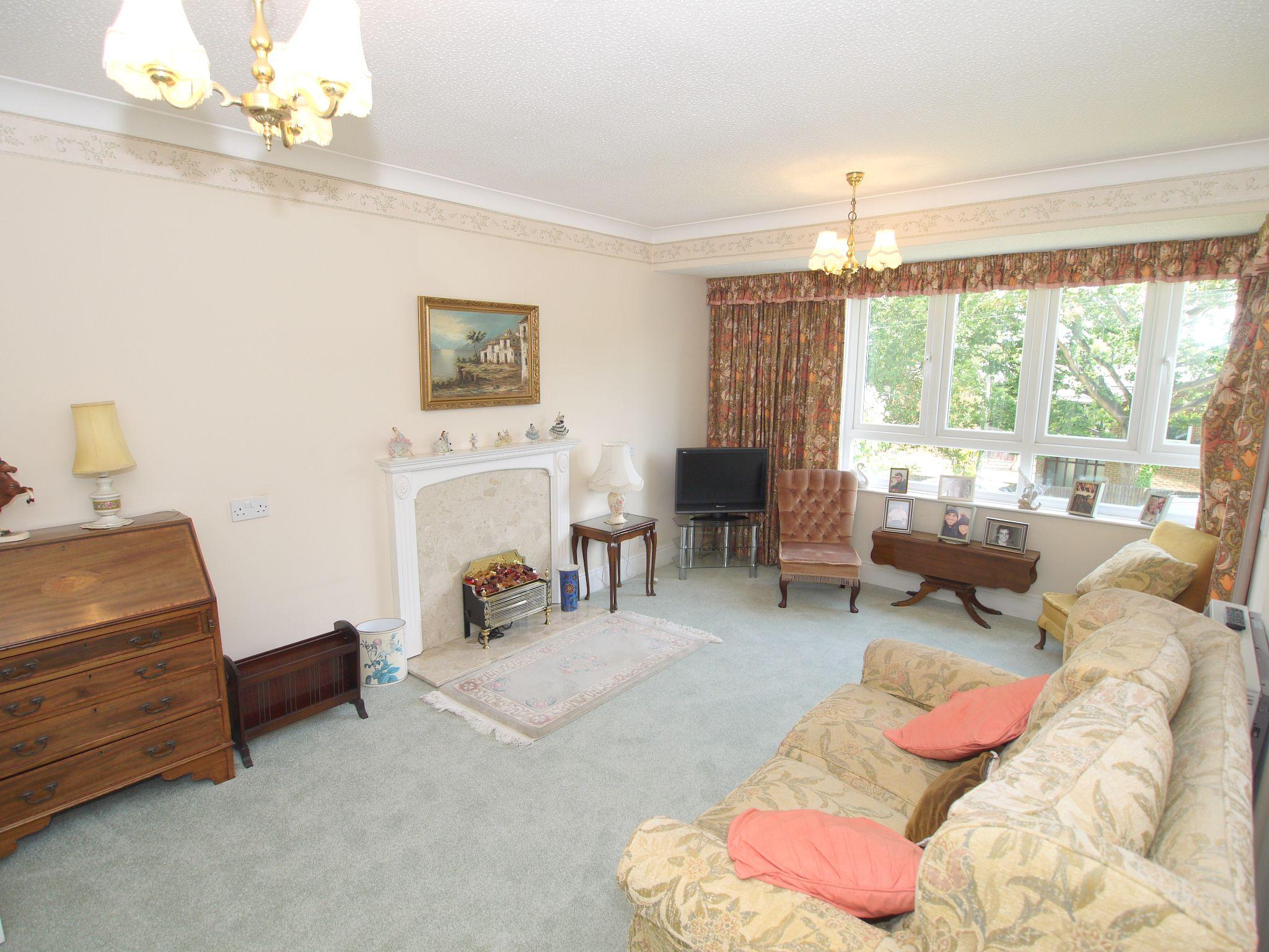 2 bedroom apartment For Sale in Sevenoaks - Photograph 2