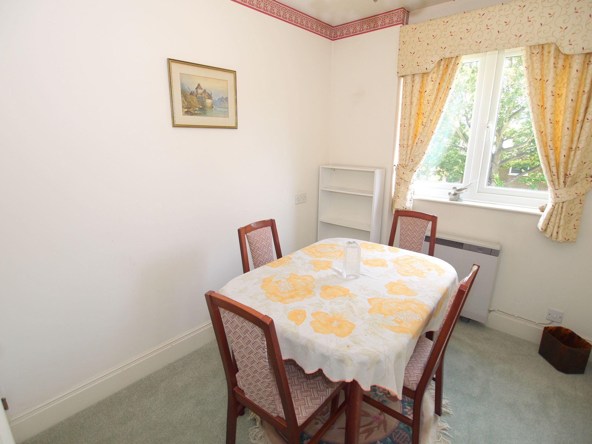 2 bedroom apartment For Sale in Sevenoaks - Photograph 6