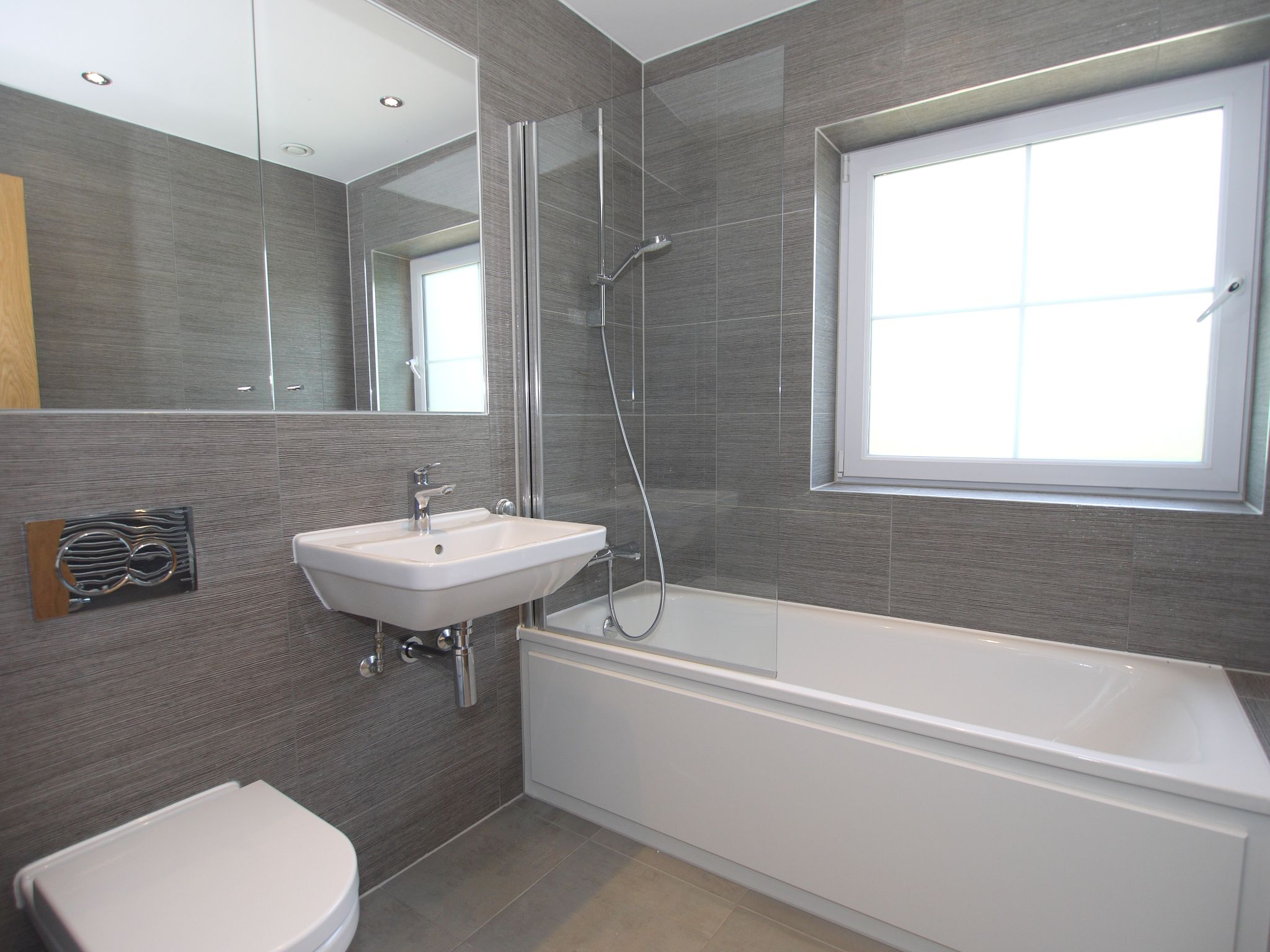4 bedroom mid terraced house For Sale in Sevenoaks - Photograph 8